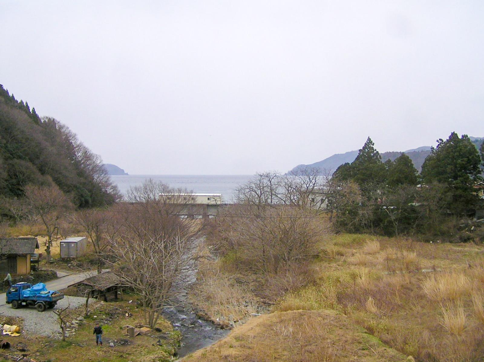 甫嶺駅から見た越喜来湾(2007年3月)