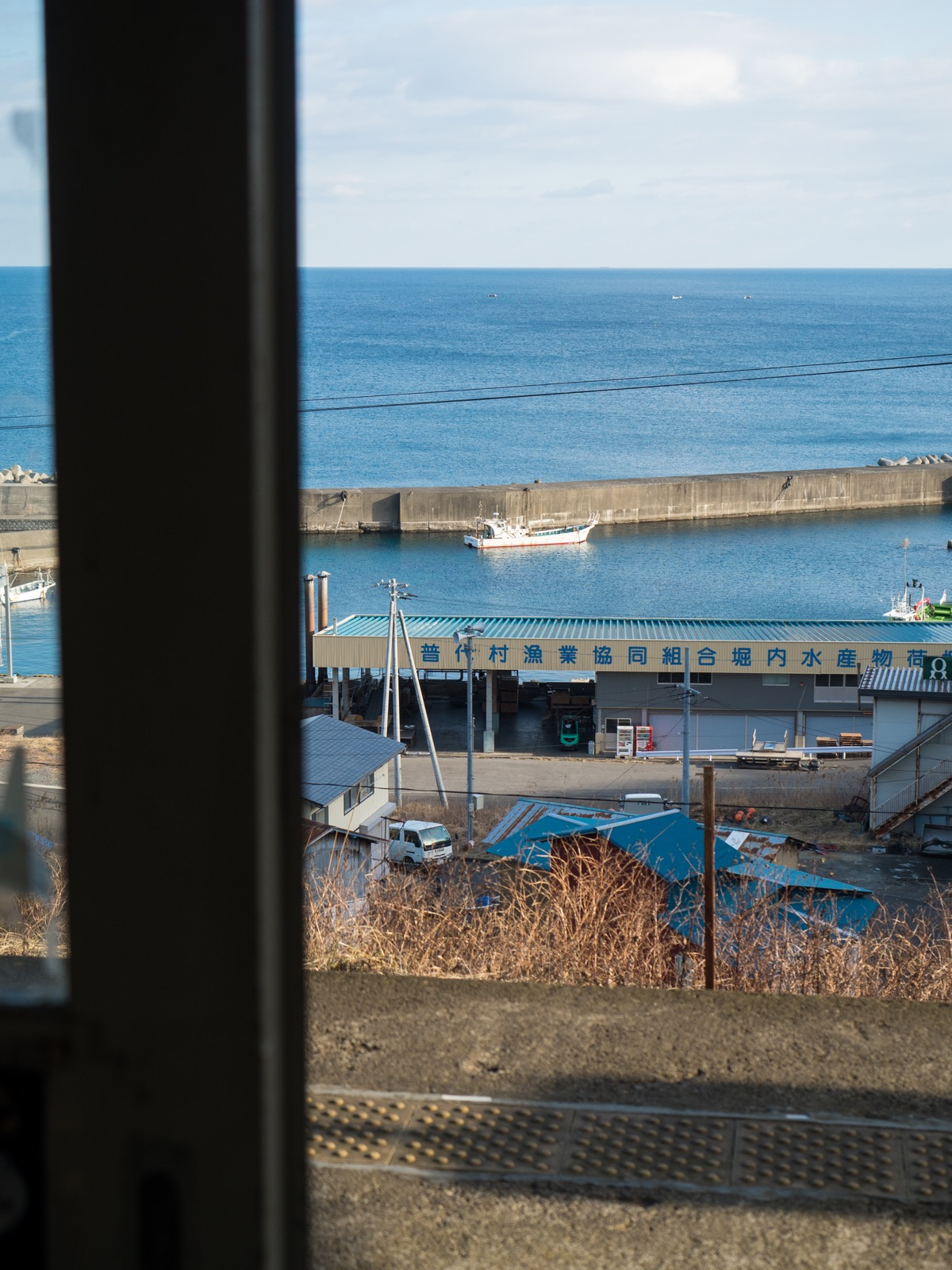 堀内駅から見た堀内漁港