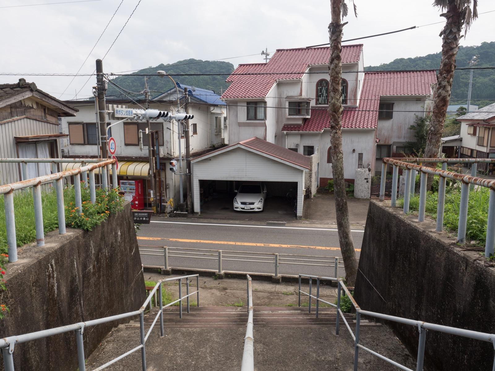 伊比井駅前