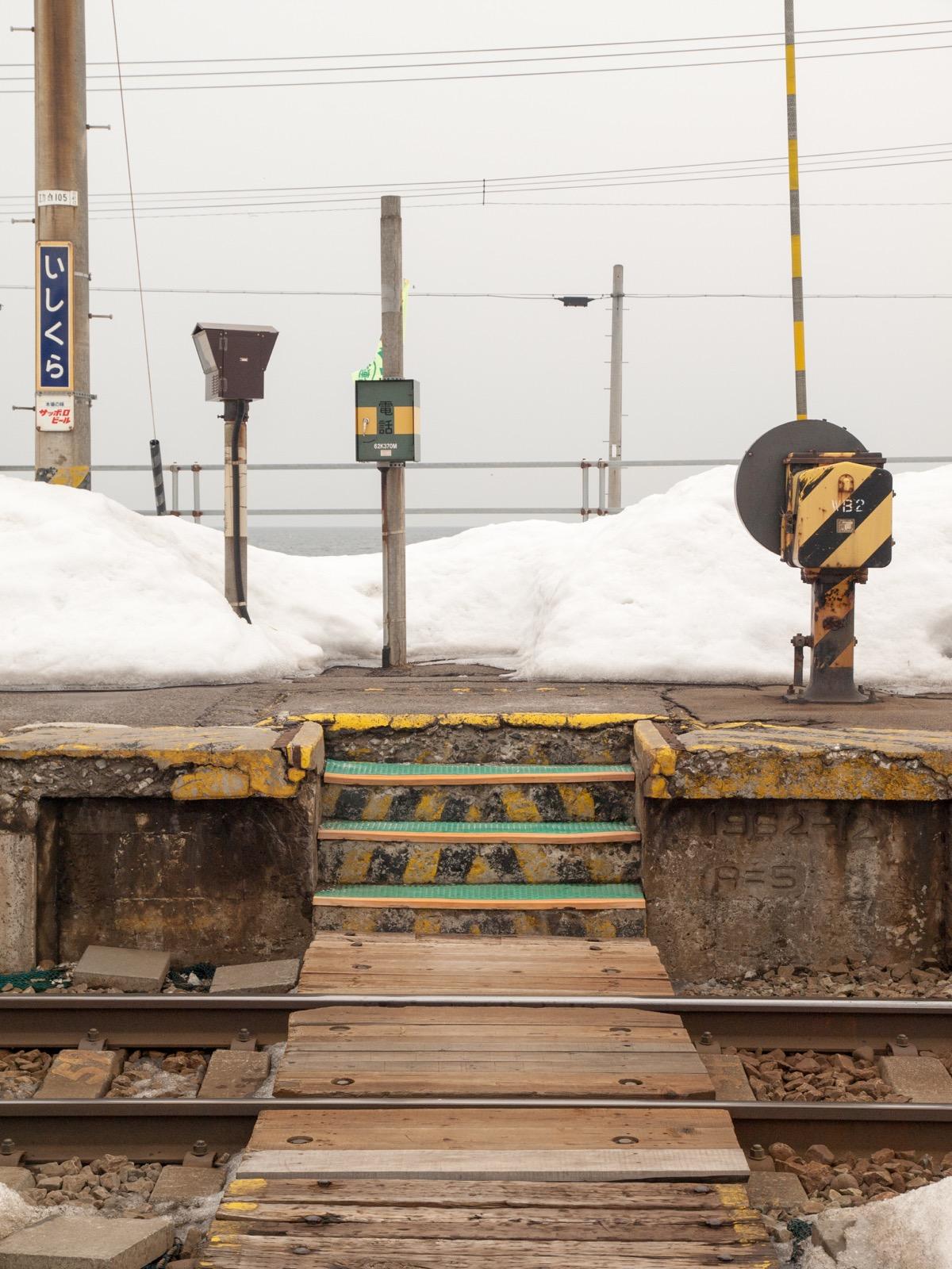 冬の石倉駅のホーム