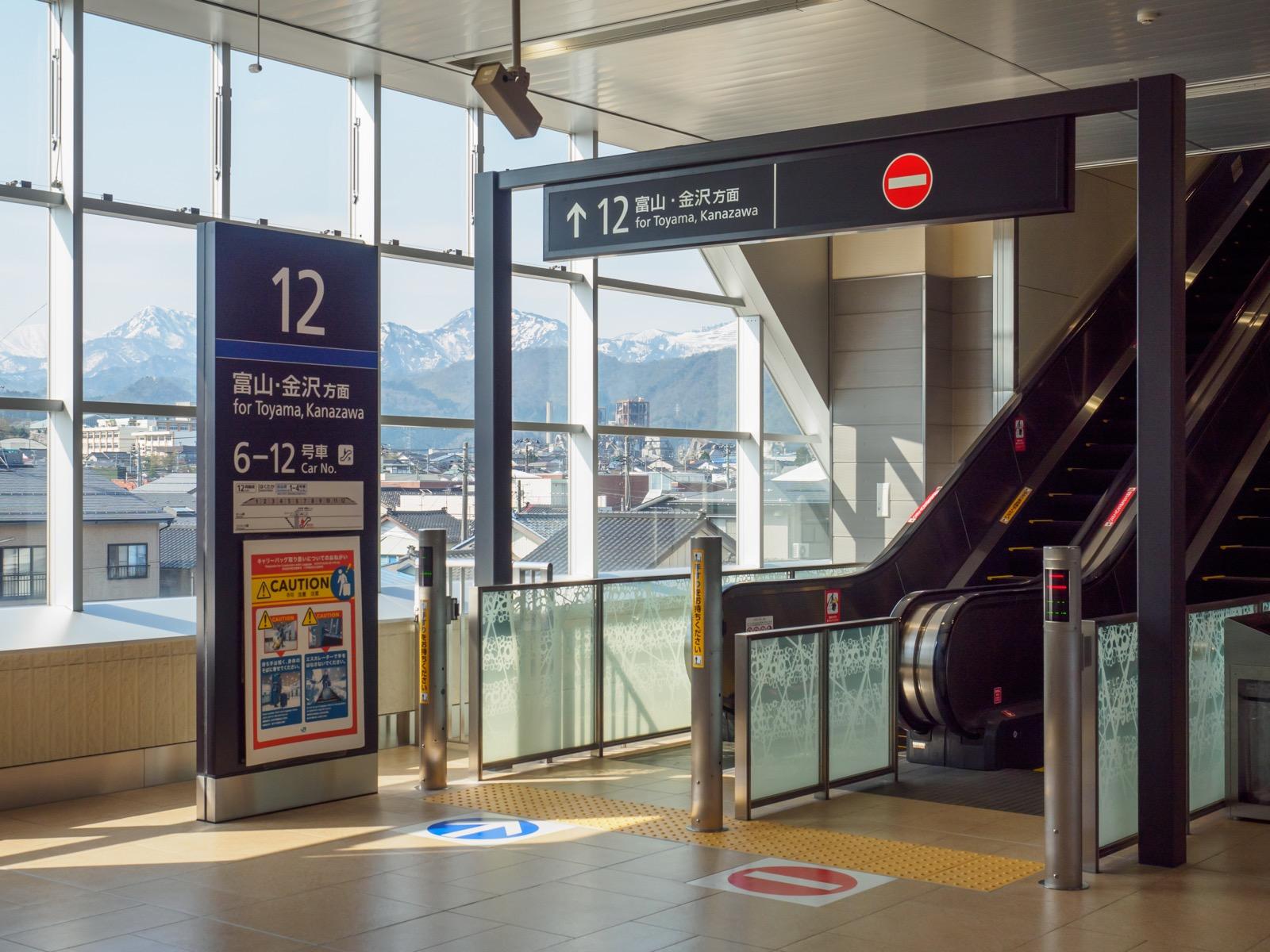 北陸新幹線糸魚川駅のコンコース(2017年4月)