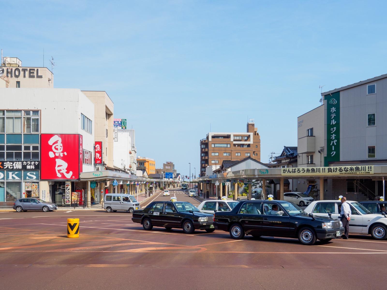 糸魚川駅日本海口(北口)の駅前(2017年4月)