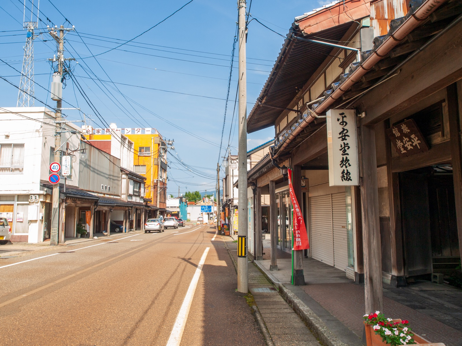 糸魚川市の本町通りにあった平安堂旅館(2012年8月)