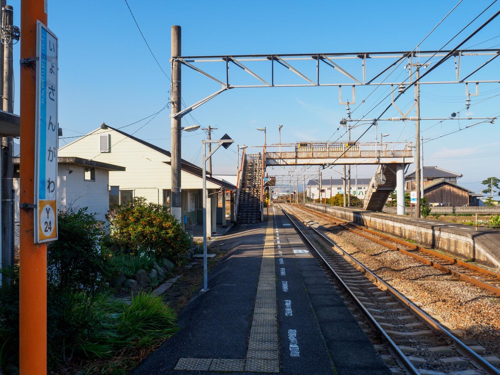 伊予寒川駅のホーム
