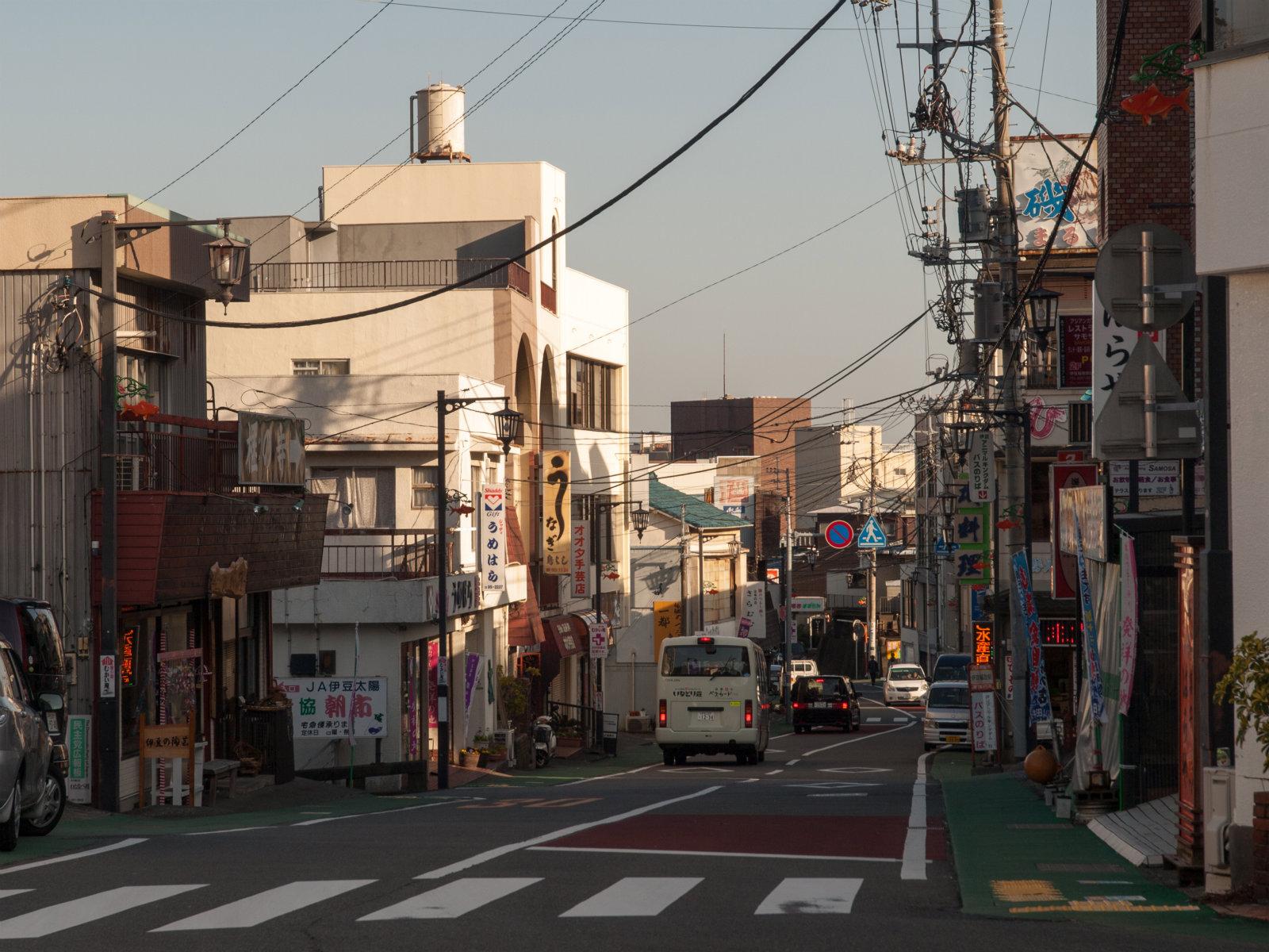 伊豆稲取駅前