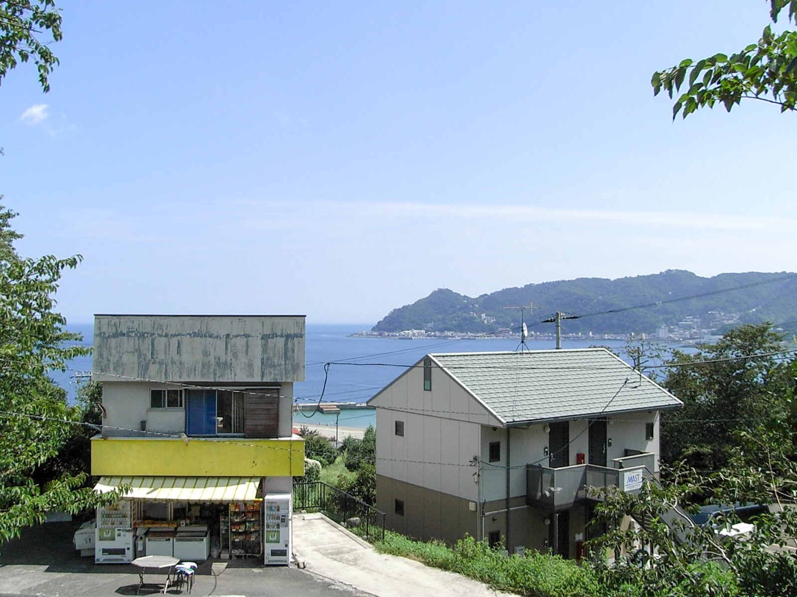 伊豆多賀駅から見た相模湾