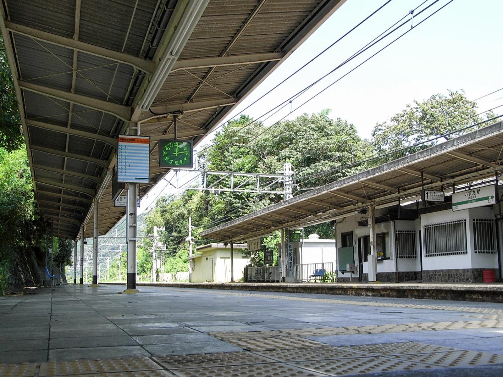 伊豆多賀駅のホーム