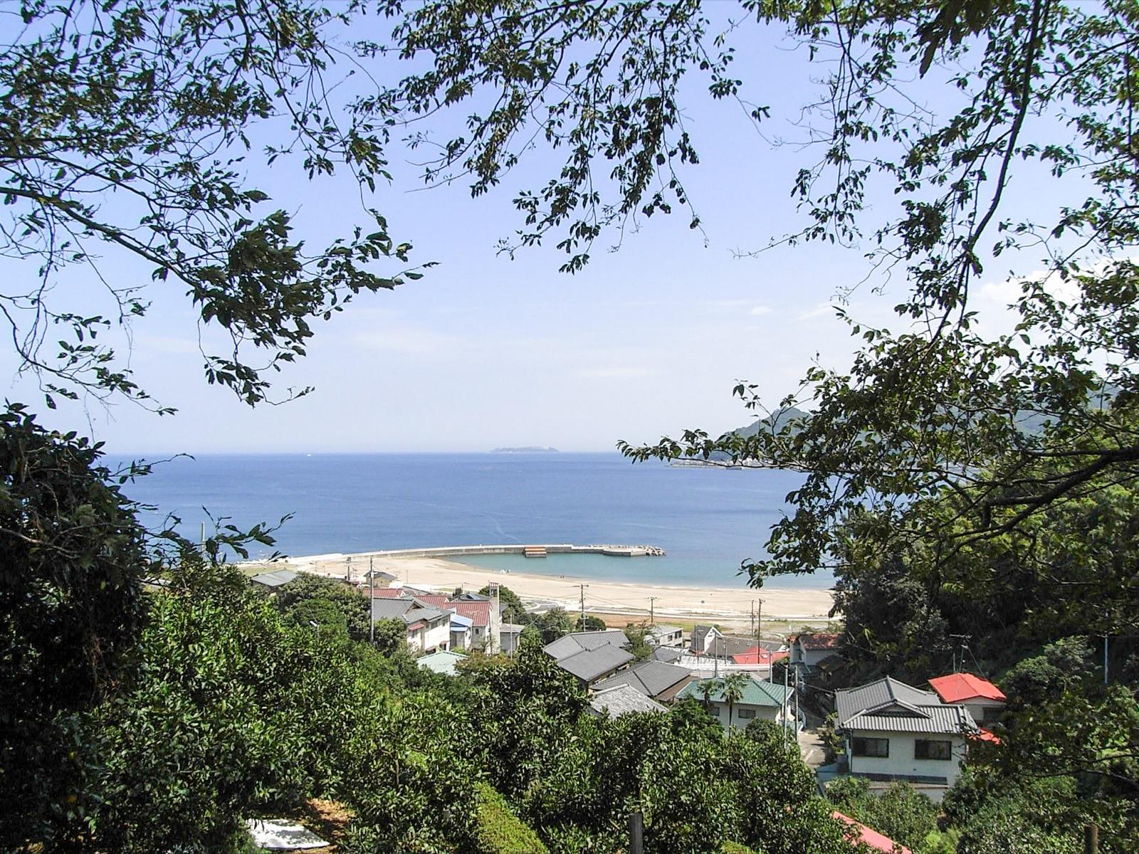 長浜海浜公園と初島