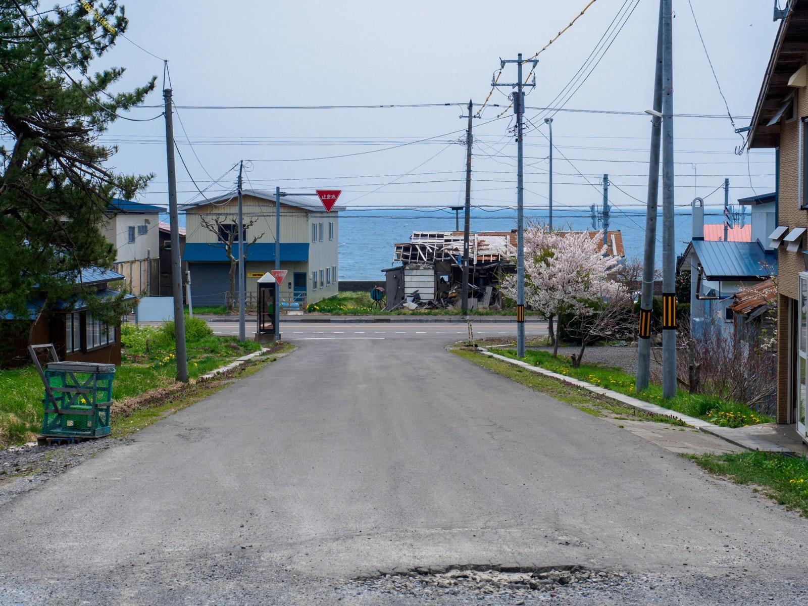 泉沢駅から海へと続く道路