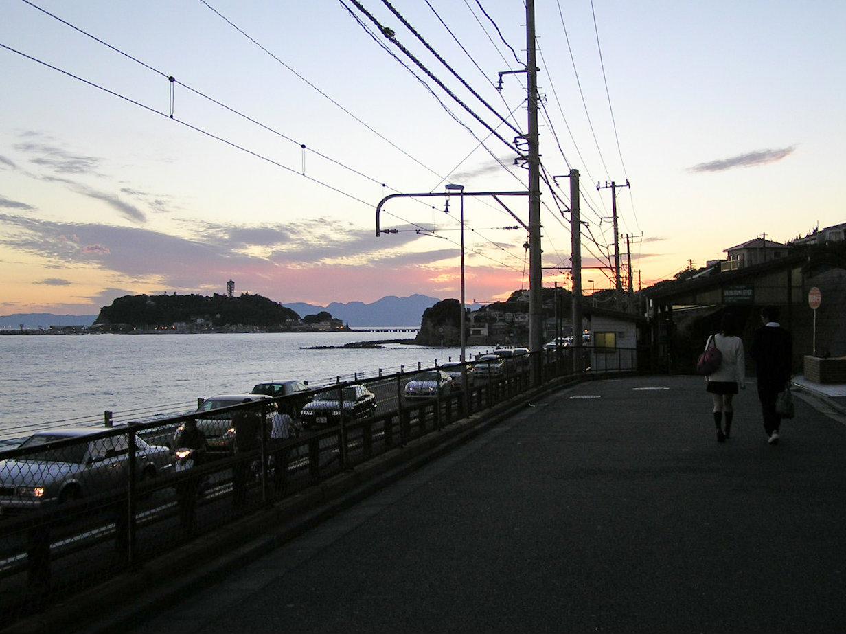 鎌倉高校前駅前