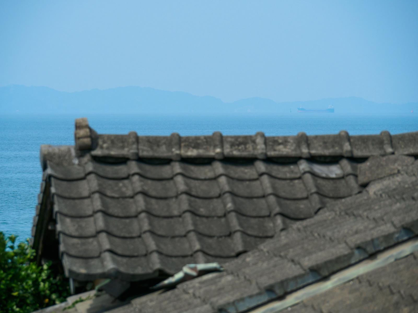 上田浦駅の跨線橋から見る八代海と天草諸島