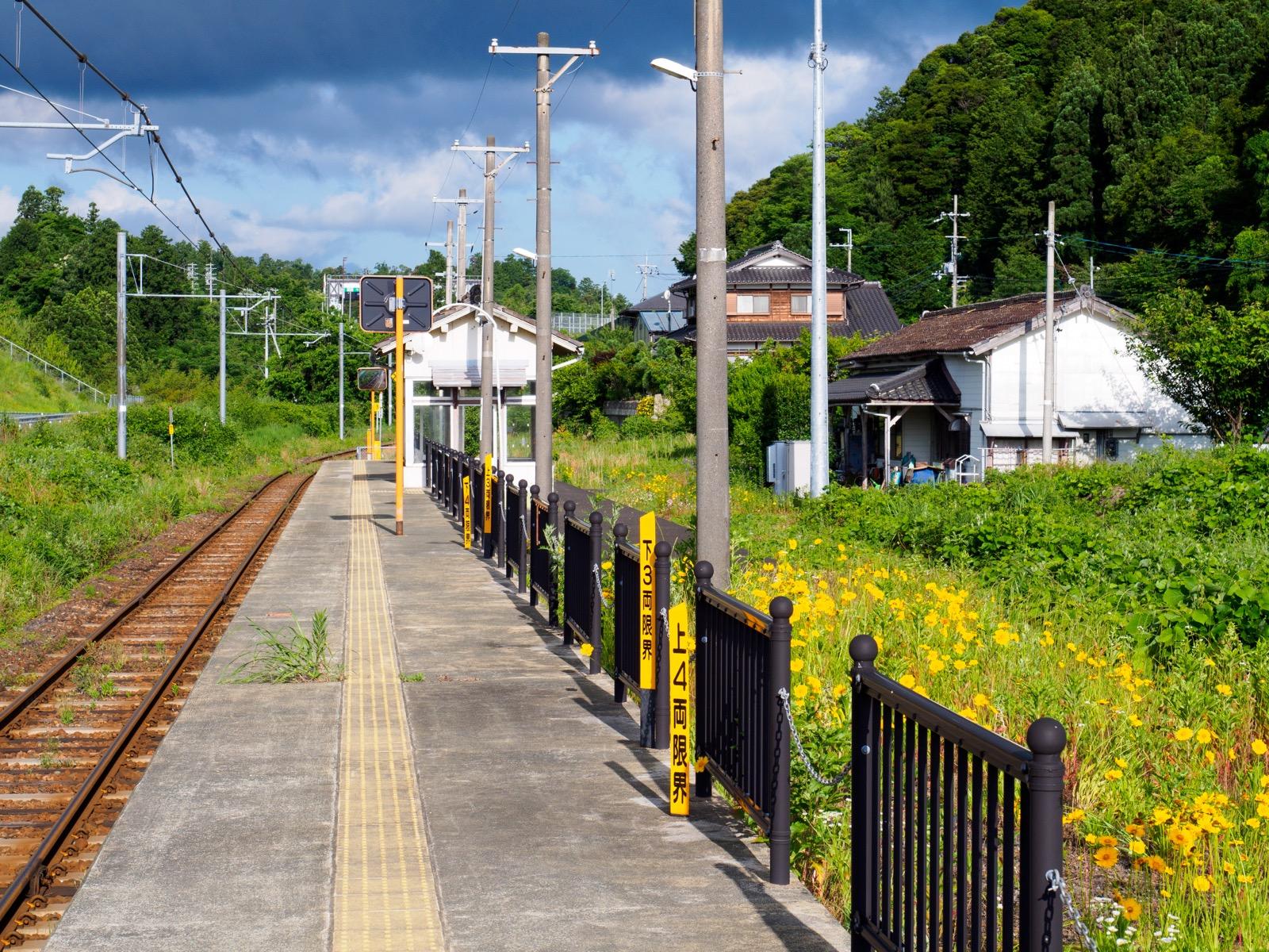 加斗駅のホーム