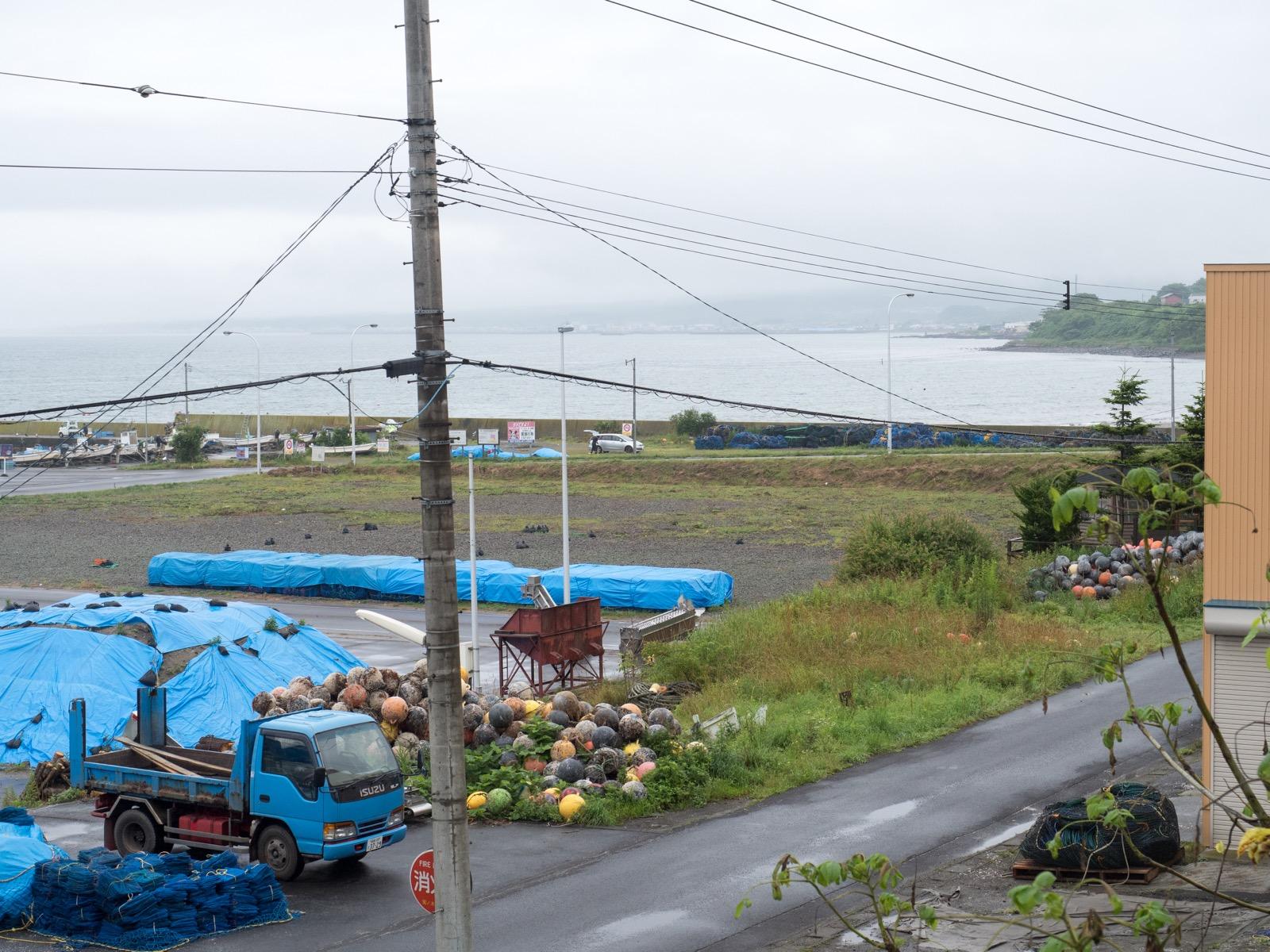 桂川駅のホームから見た内浦湾