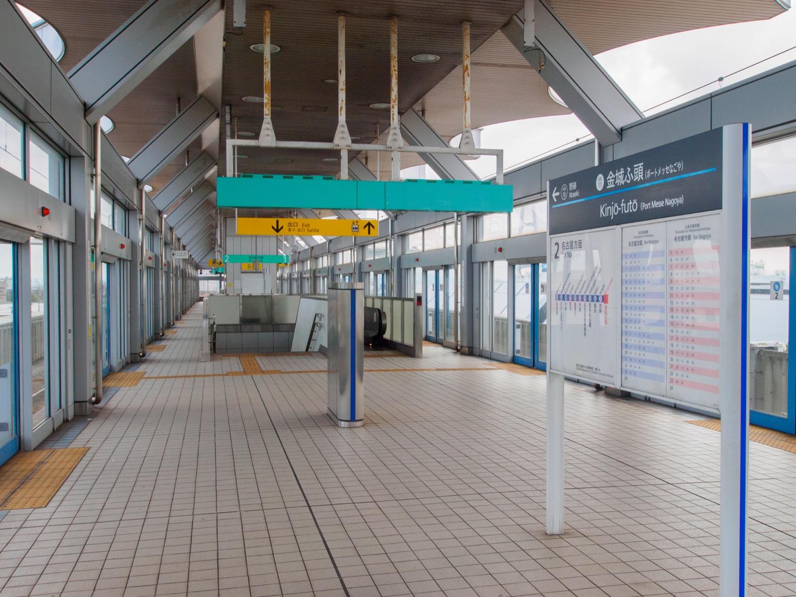 金城ふ頭駅のホーム