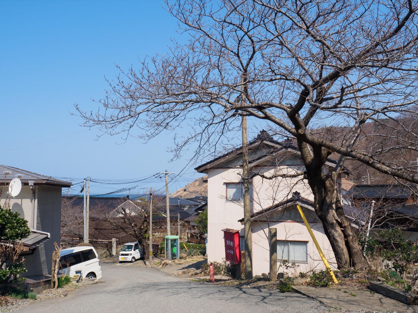 小波渡駅の駅前