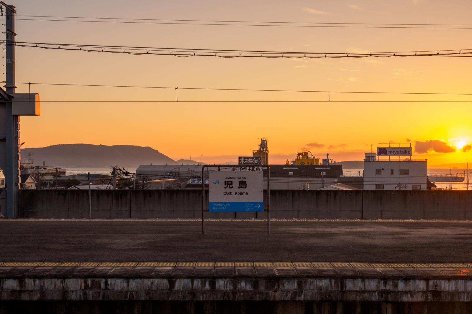 早朝の児島駅のホーム