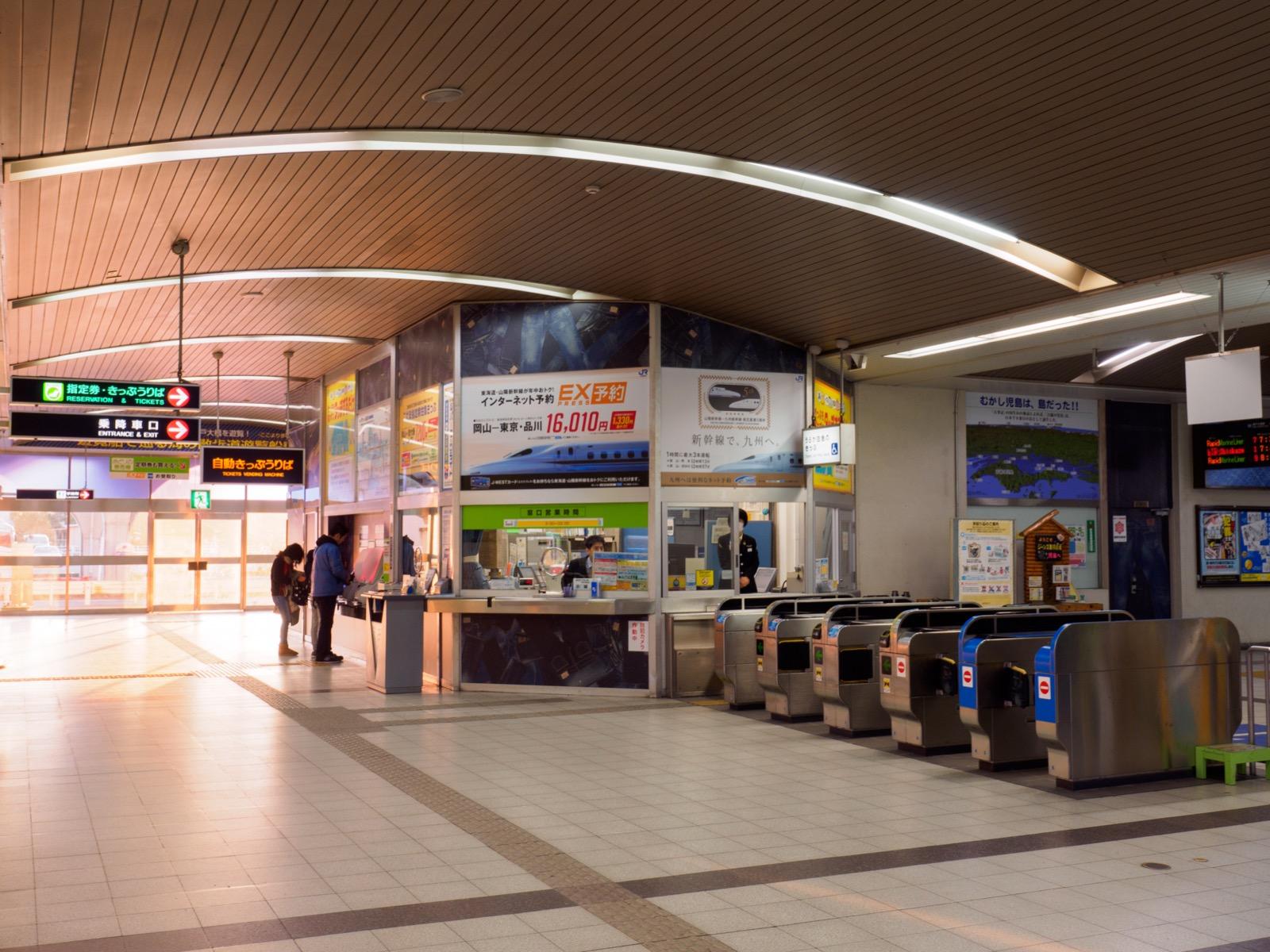 児島駅の改札口