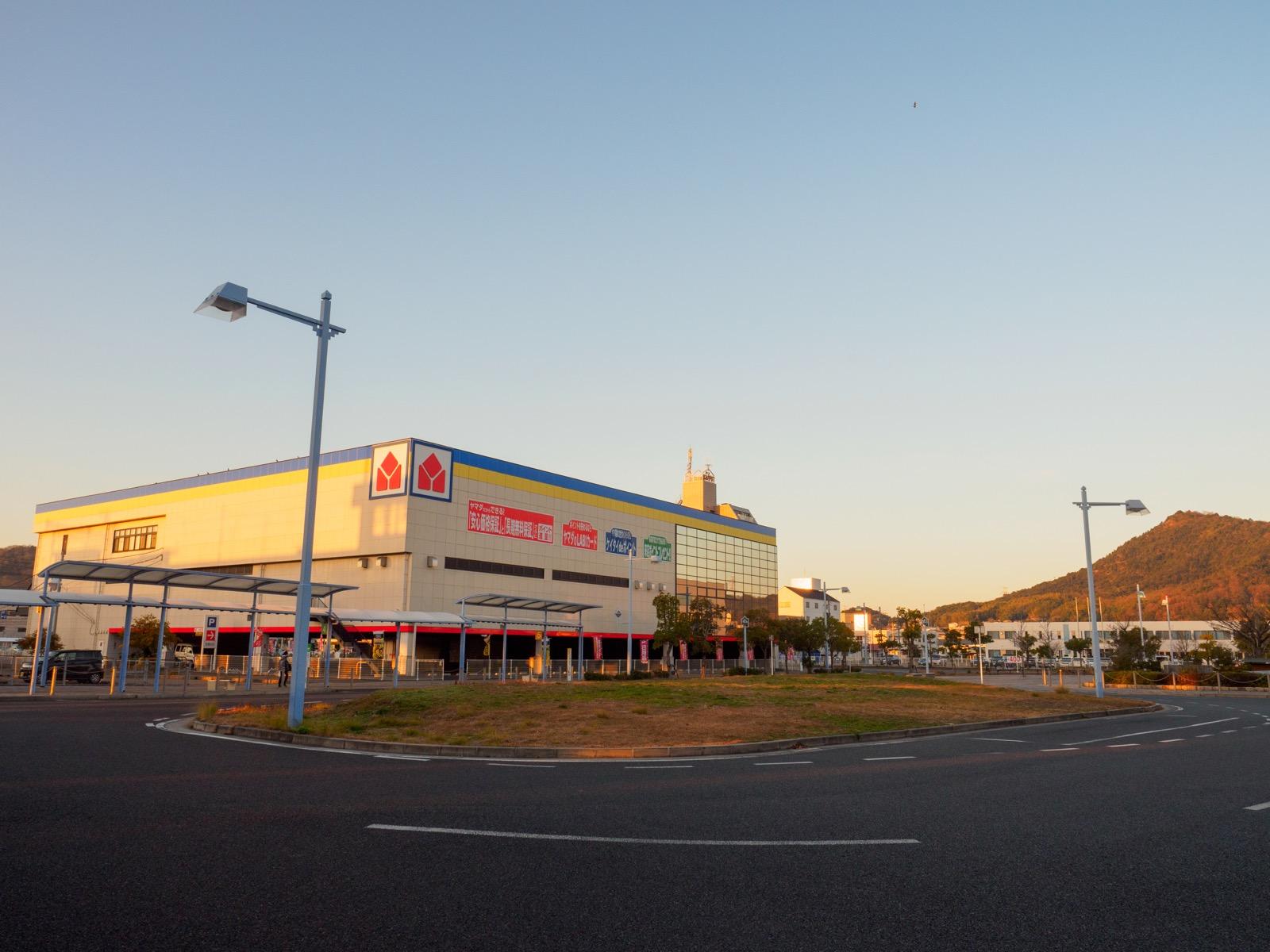 児島駅西口の駅前