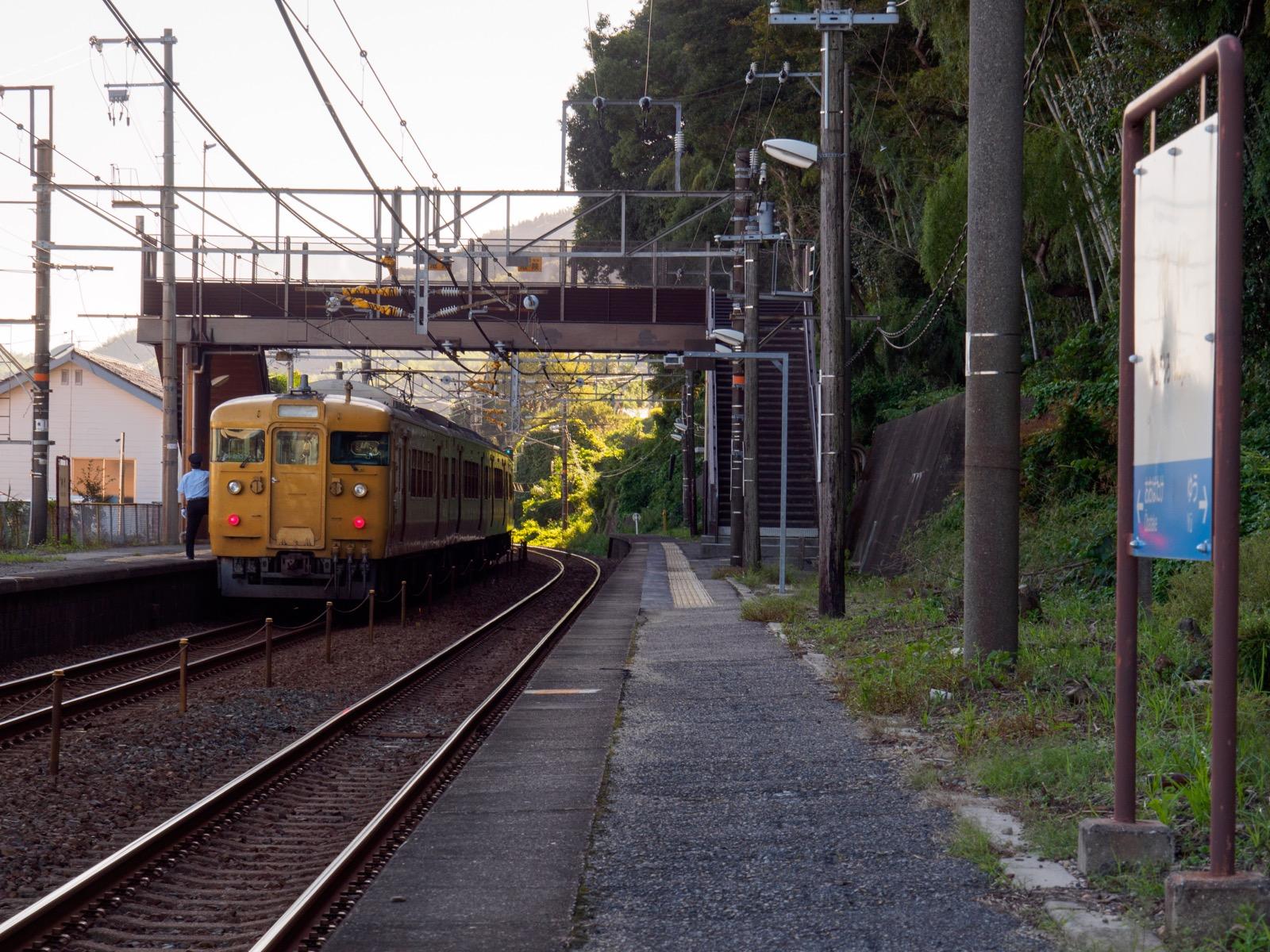 神代駅のホーム