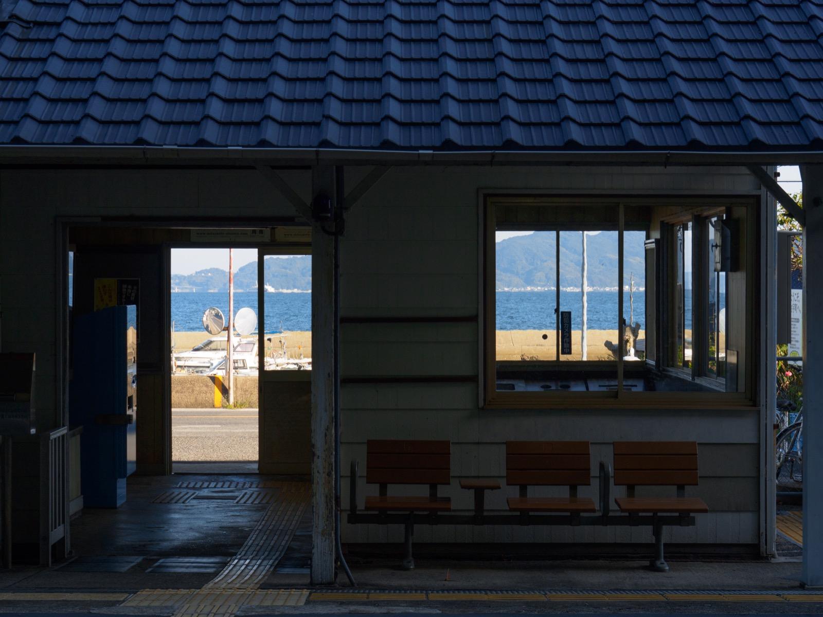 神代駅から見た瀬戸内海