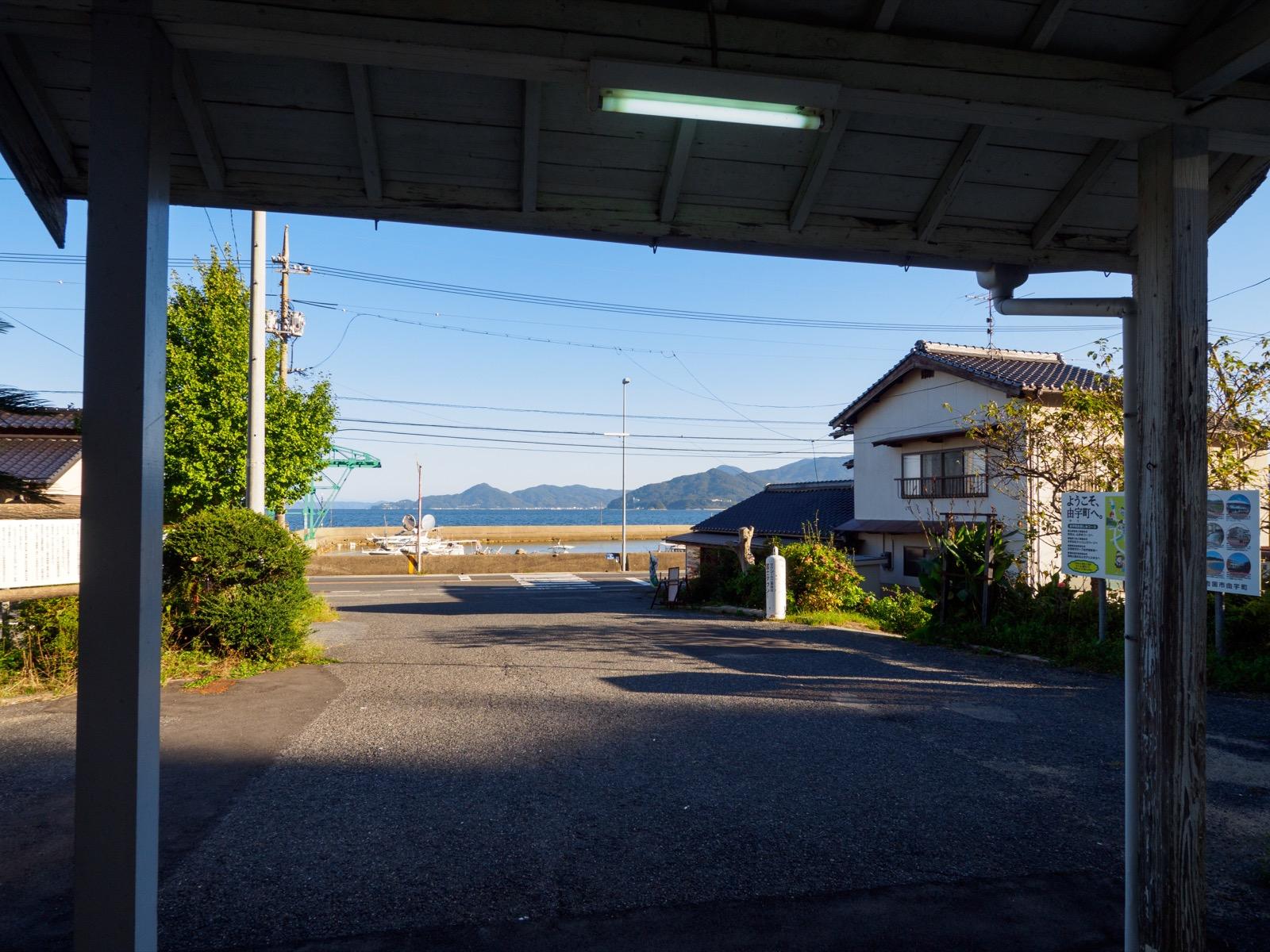 神代駅の駅前