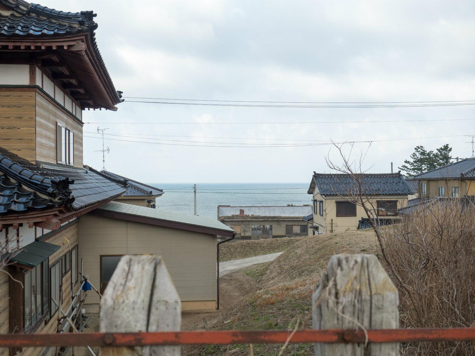 小砂川駅から見た日本海