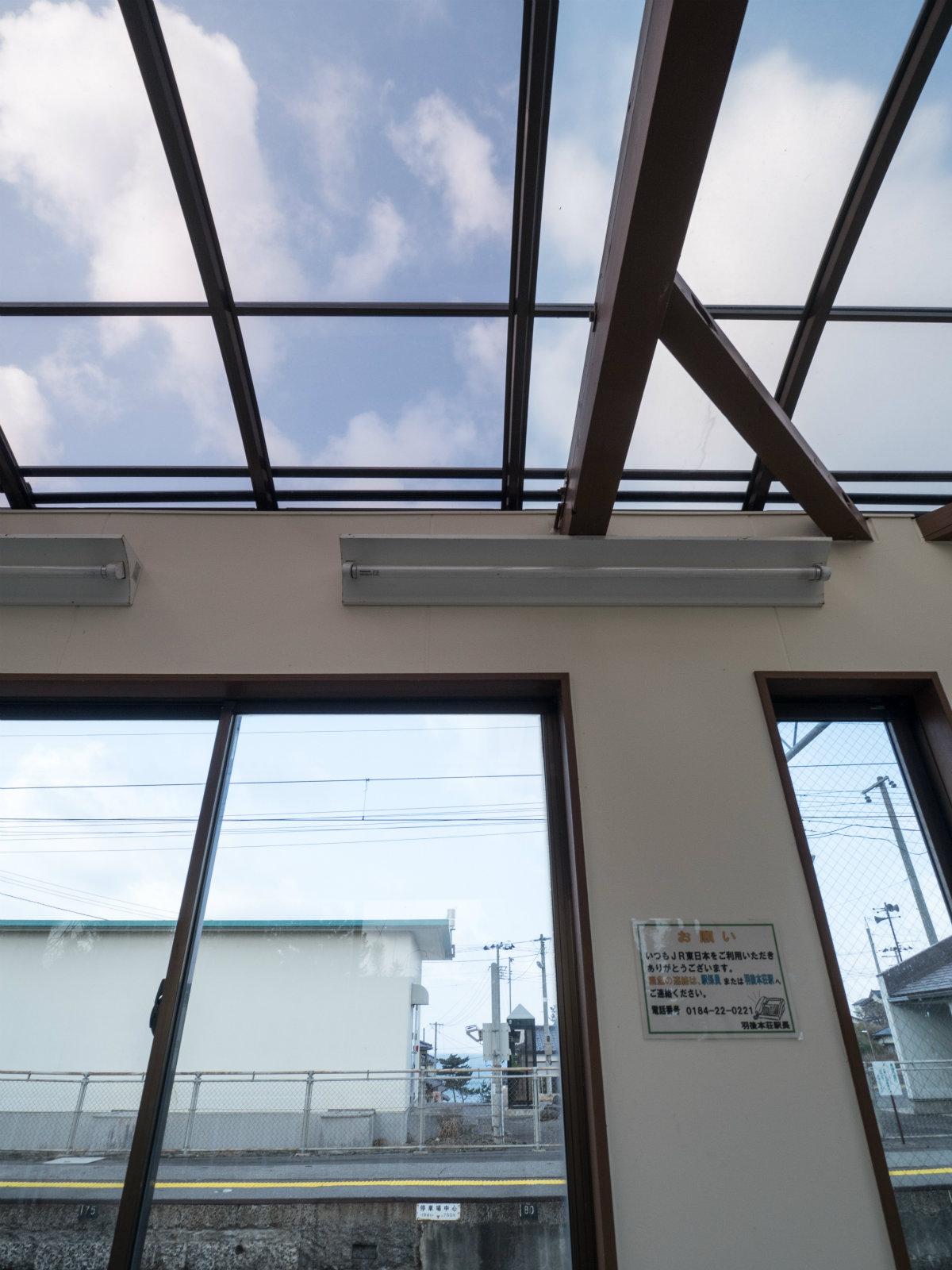 小砂川駅の待合室