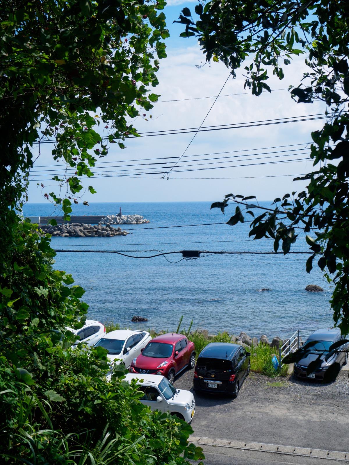 小内海駅のホームから見た太平洋