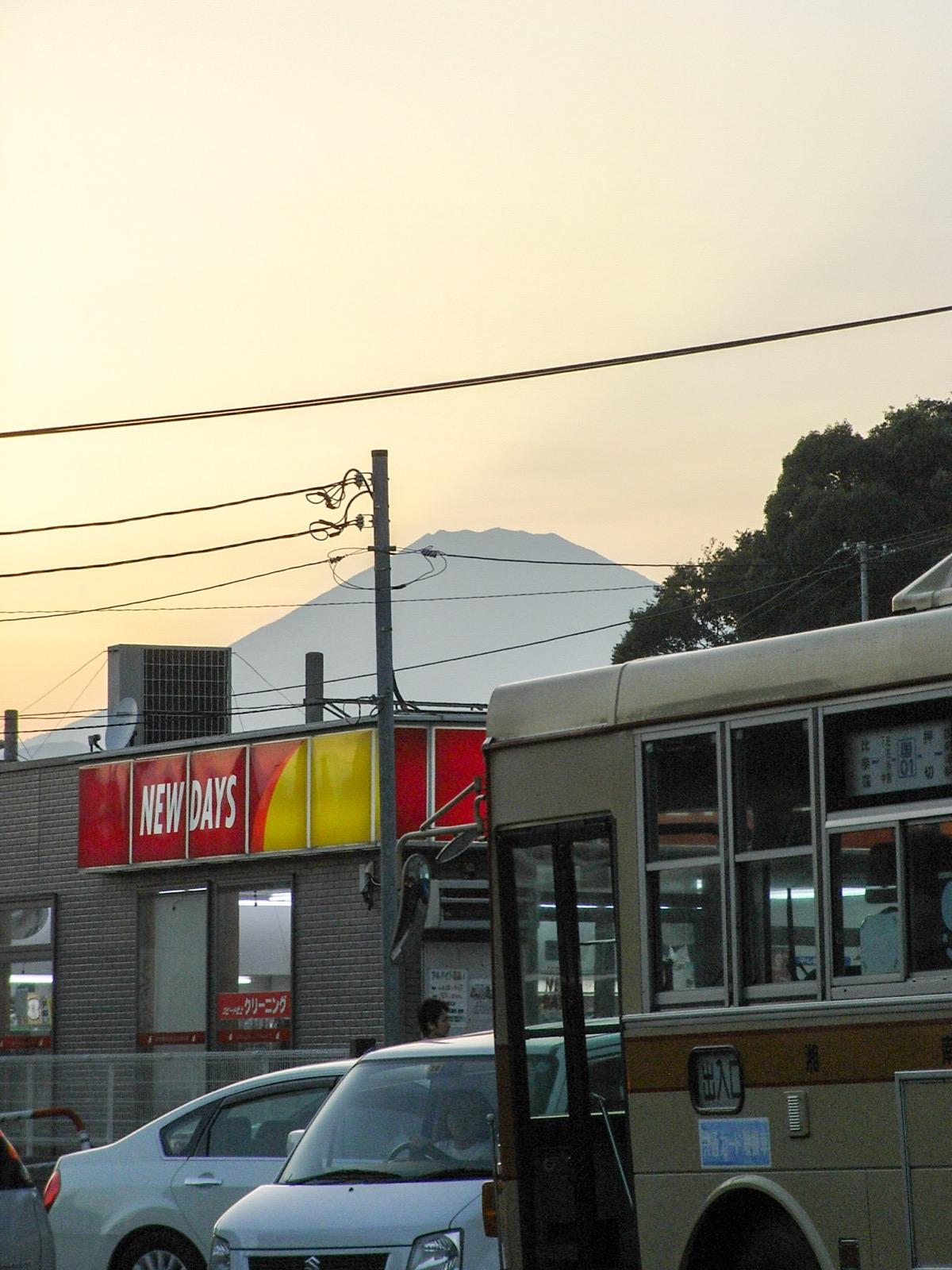 国府津駅前から見た富士山