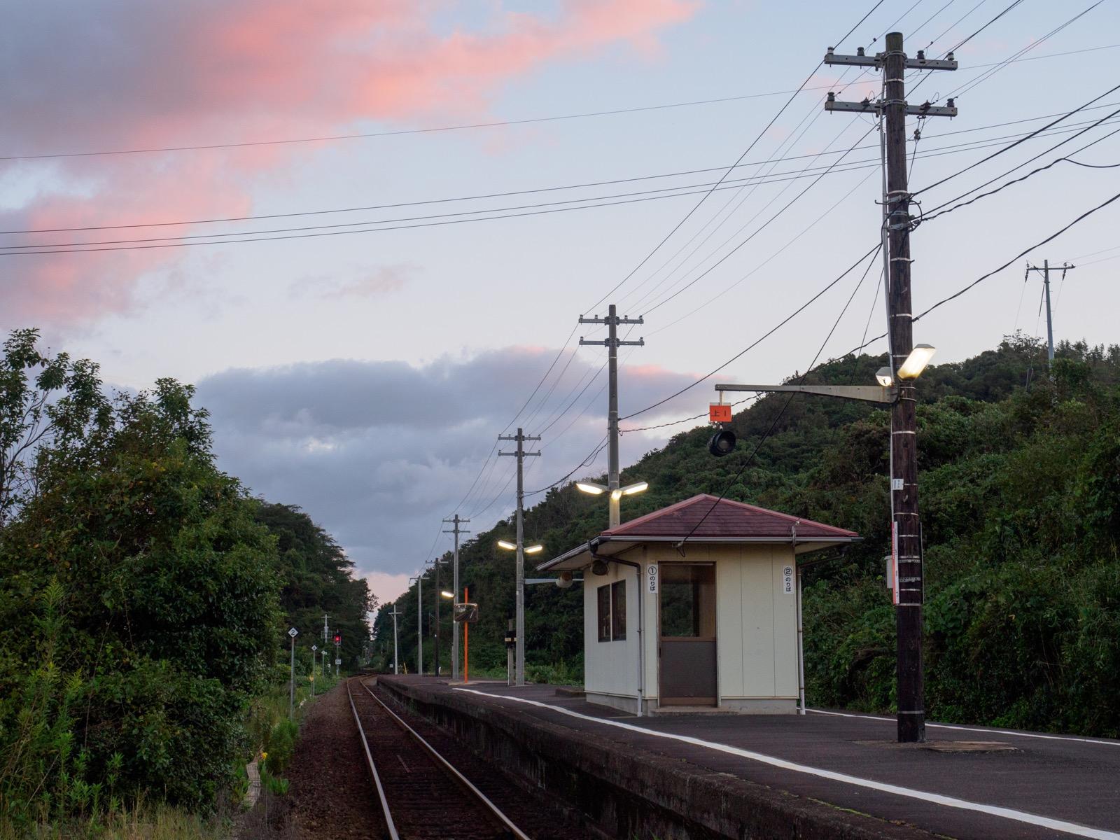 黒松駅のホーム