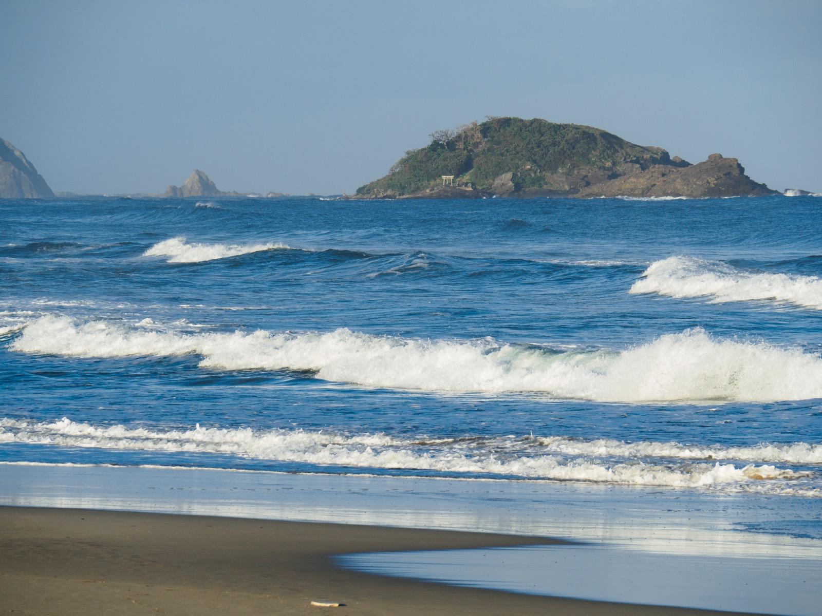 黒松海水浴場から見た大島