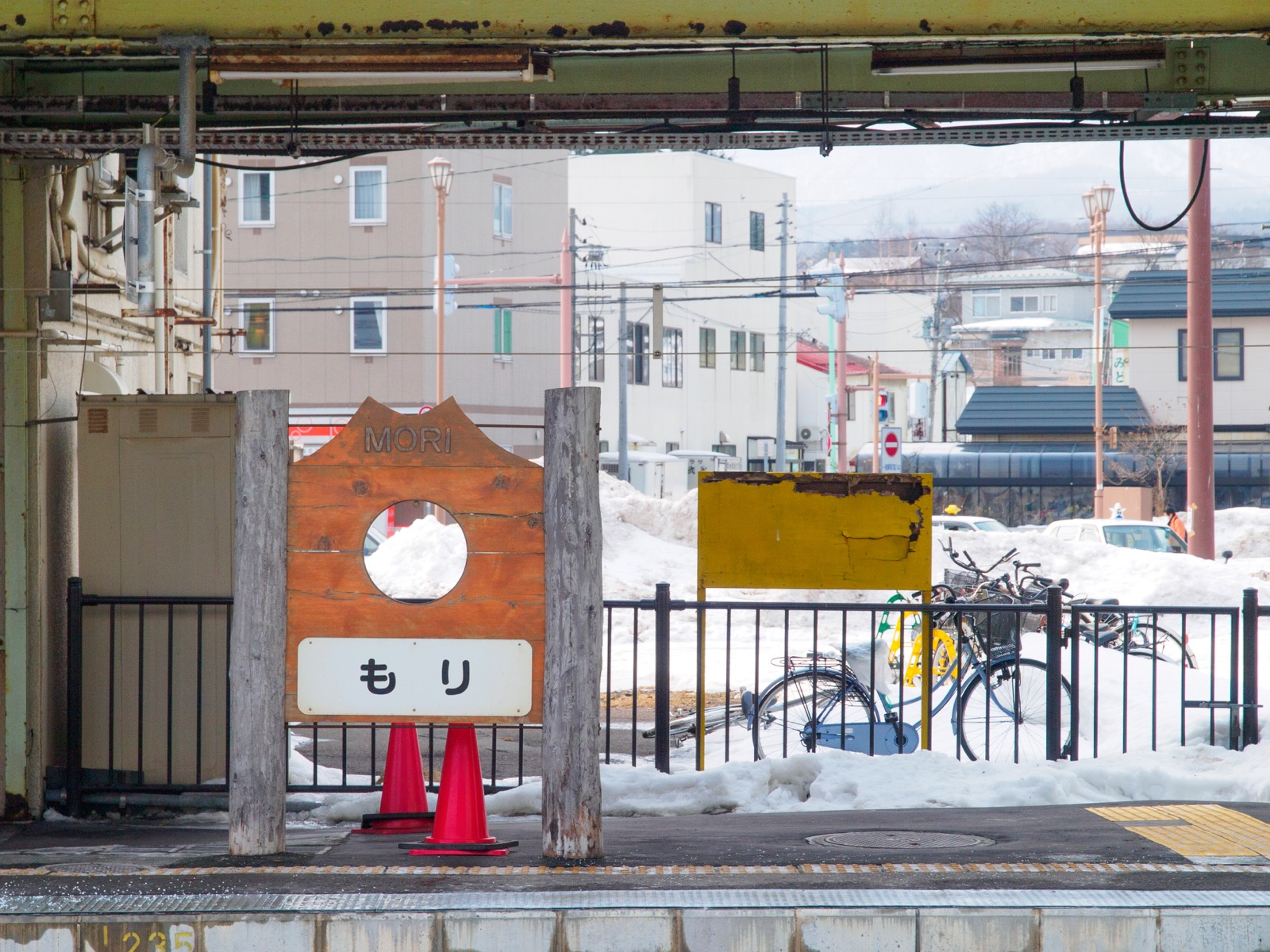 森駅のホームにある、北海道駒ヶ岳を模した顔出し看板