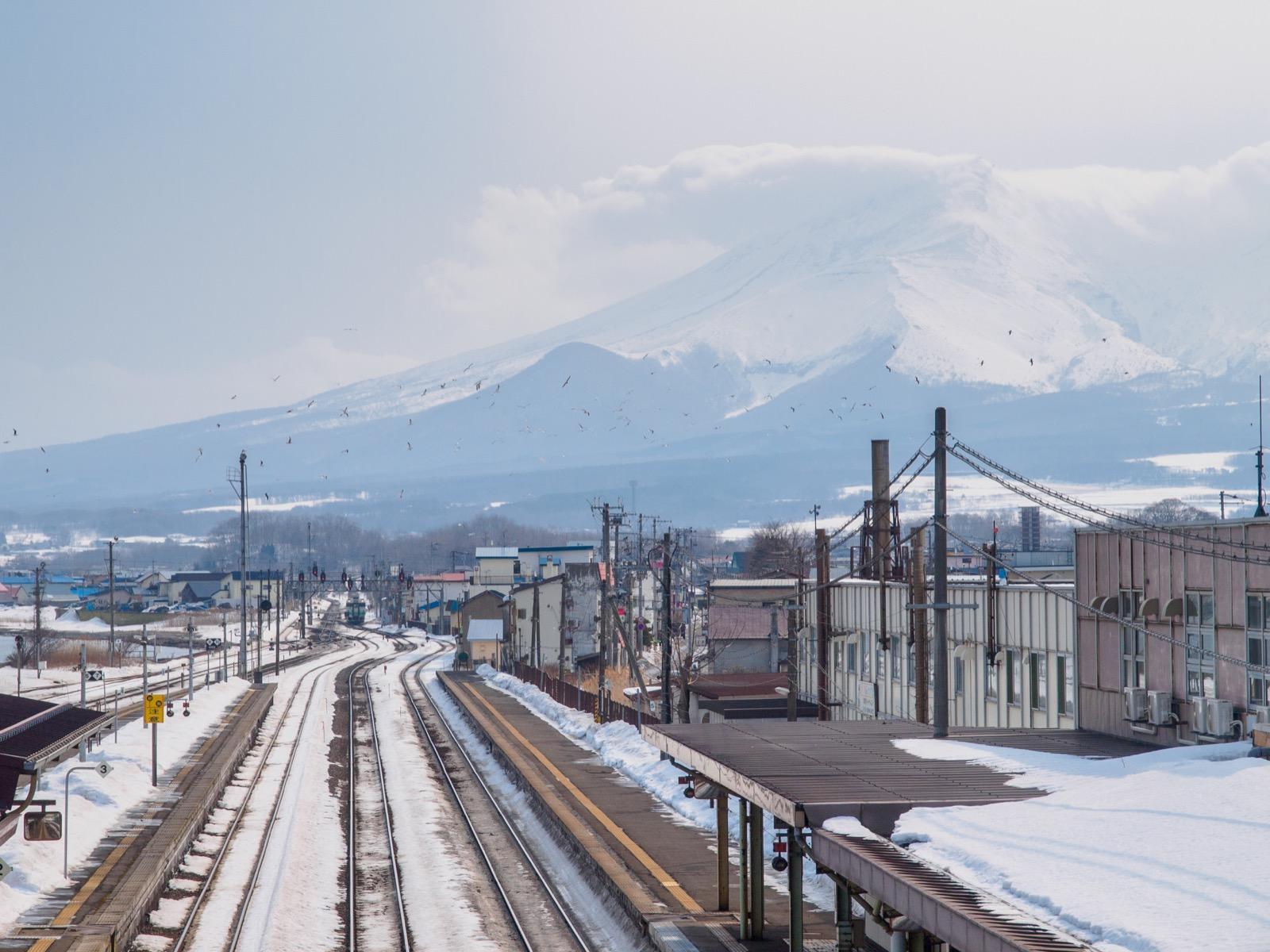 森駅の跨線橋から見た北海道駒ヶ岳