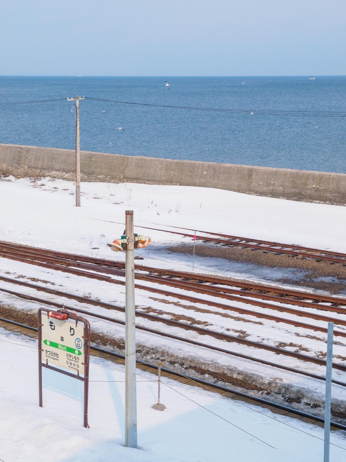 森駅の跨線橋から見た噴火湾(内浦湾)