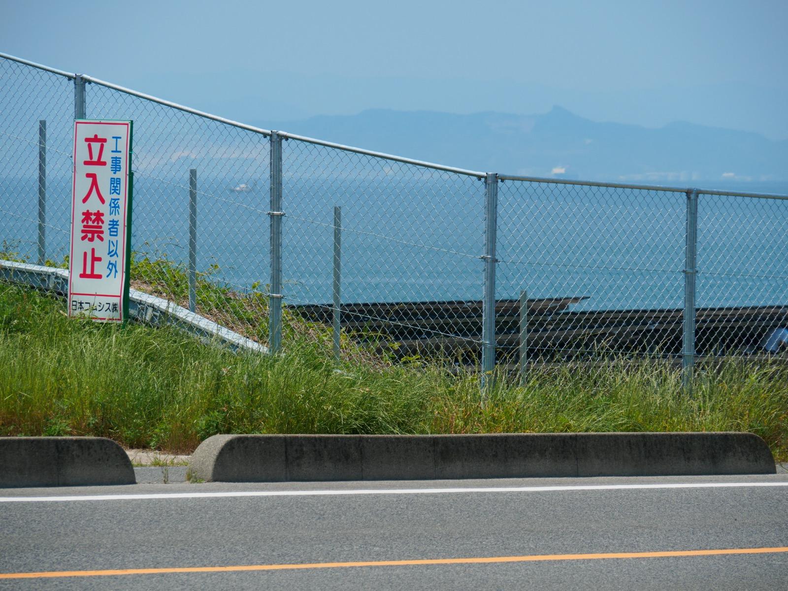 長門本山駅のホームから望む、瀬戸内海の周防灘