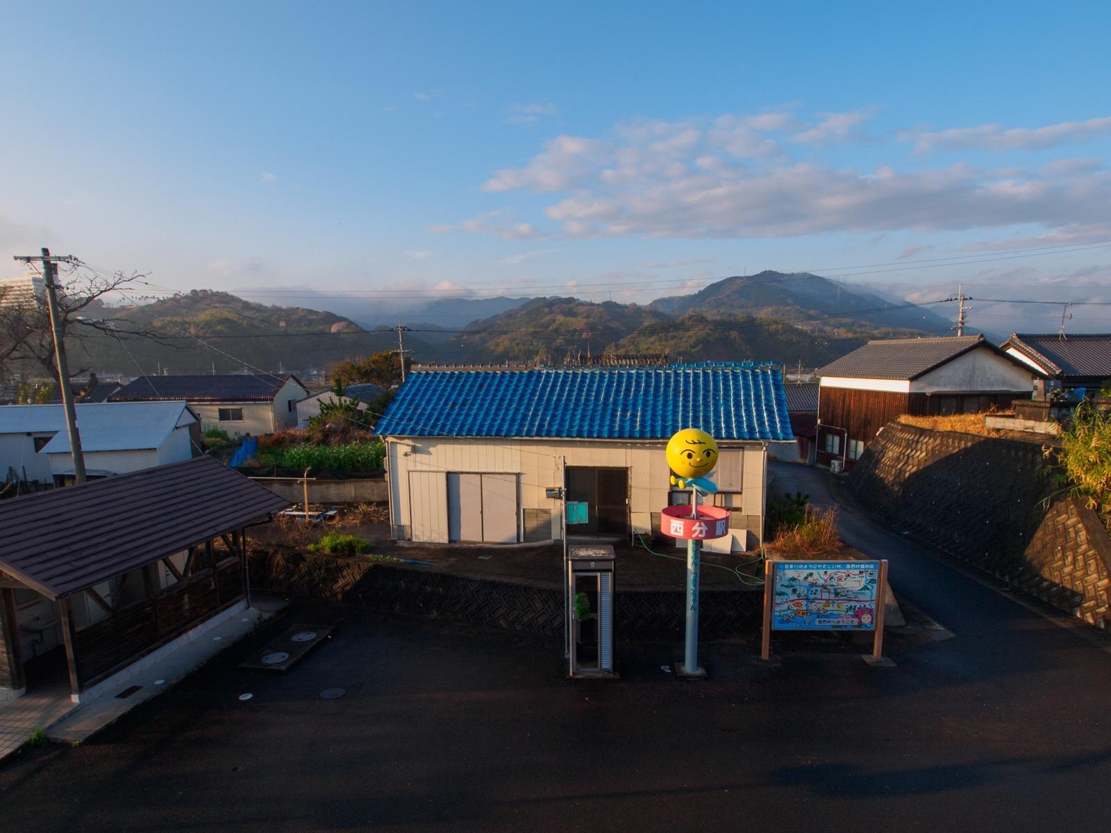 西分駅から見る山側の駅前
