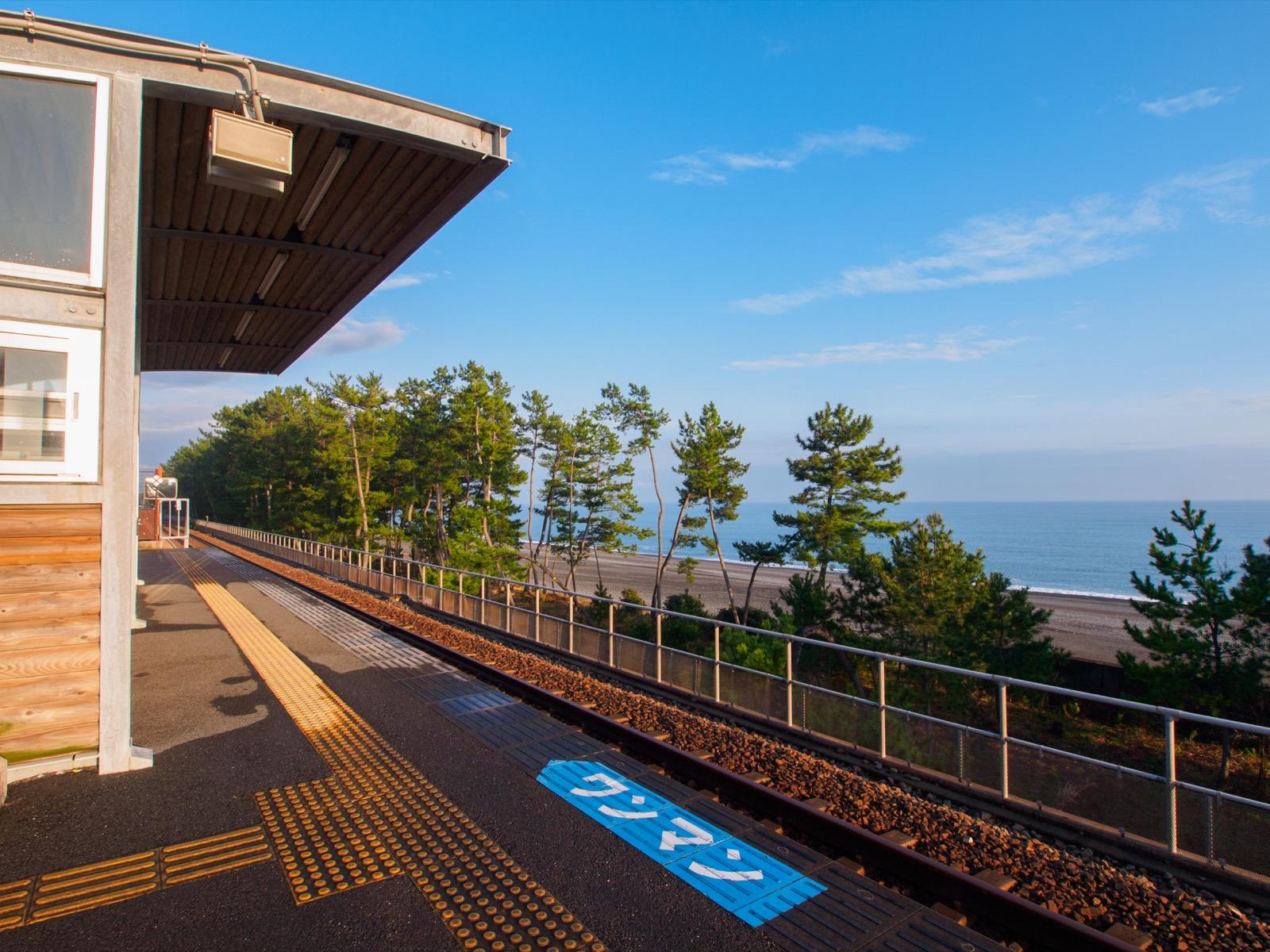 西分駅から見える土佐湾と琴ヶ浜
