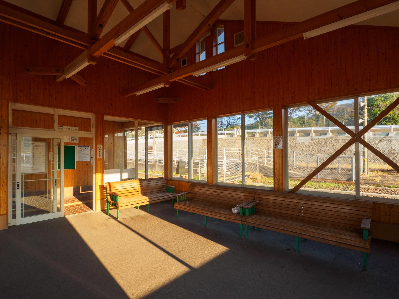 小田駅の待合室