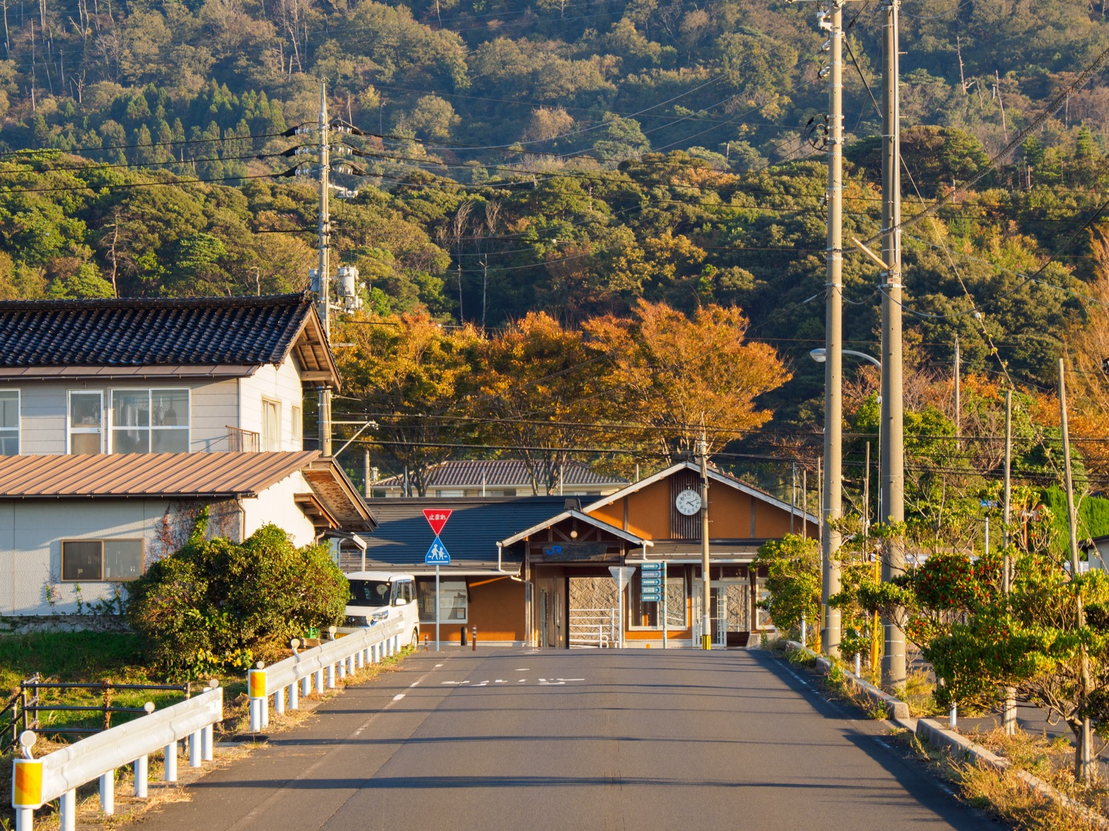 小田駅前の坂道