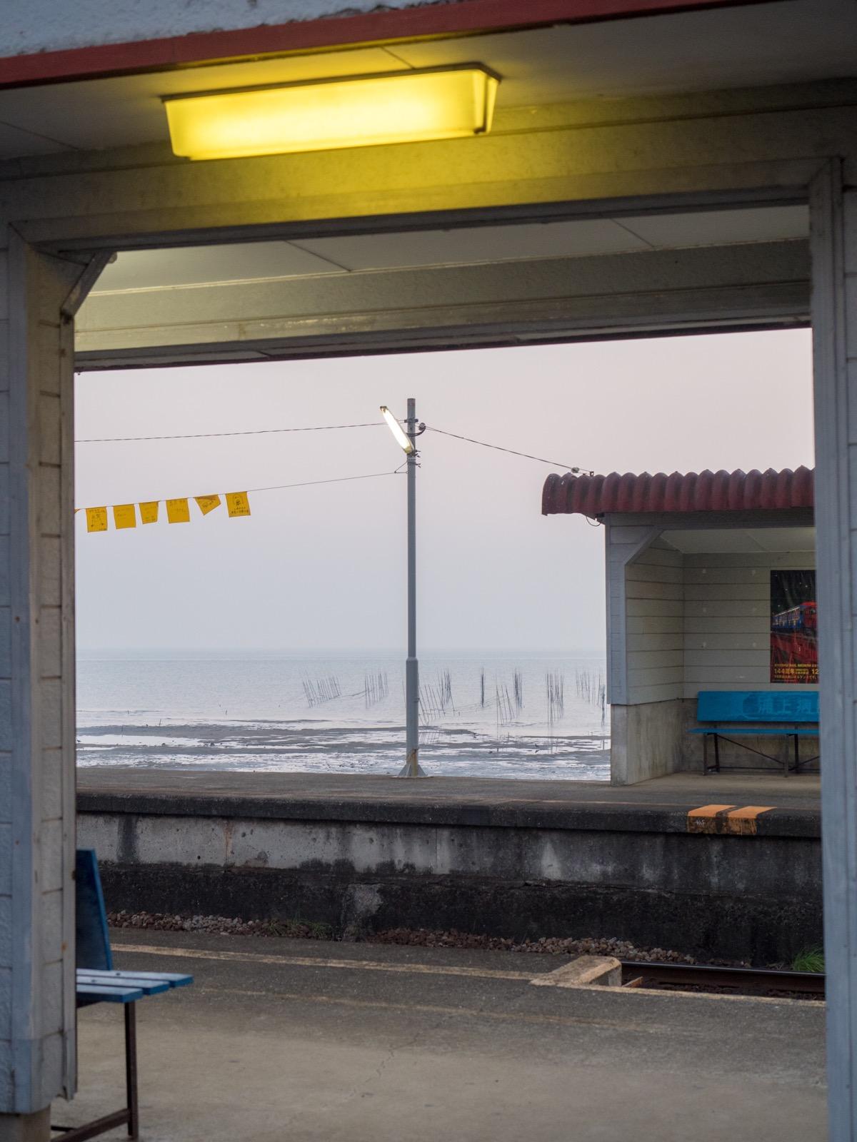 大三東駅の入口から見た有明海