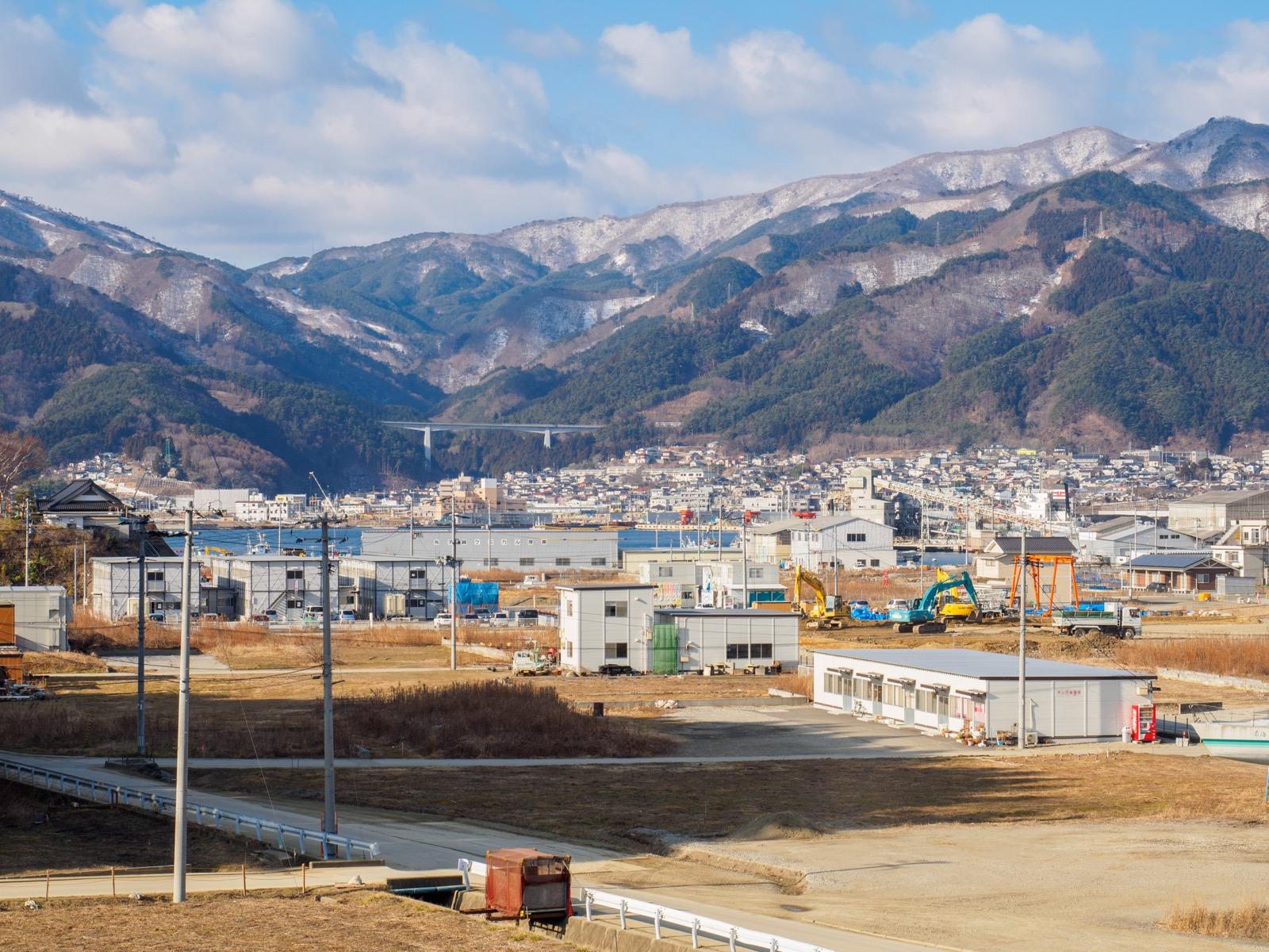 陸前赤崎駅から見た大船渡湾