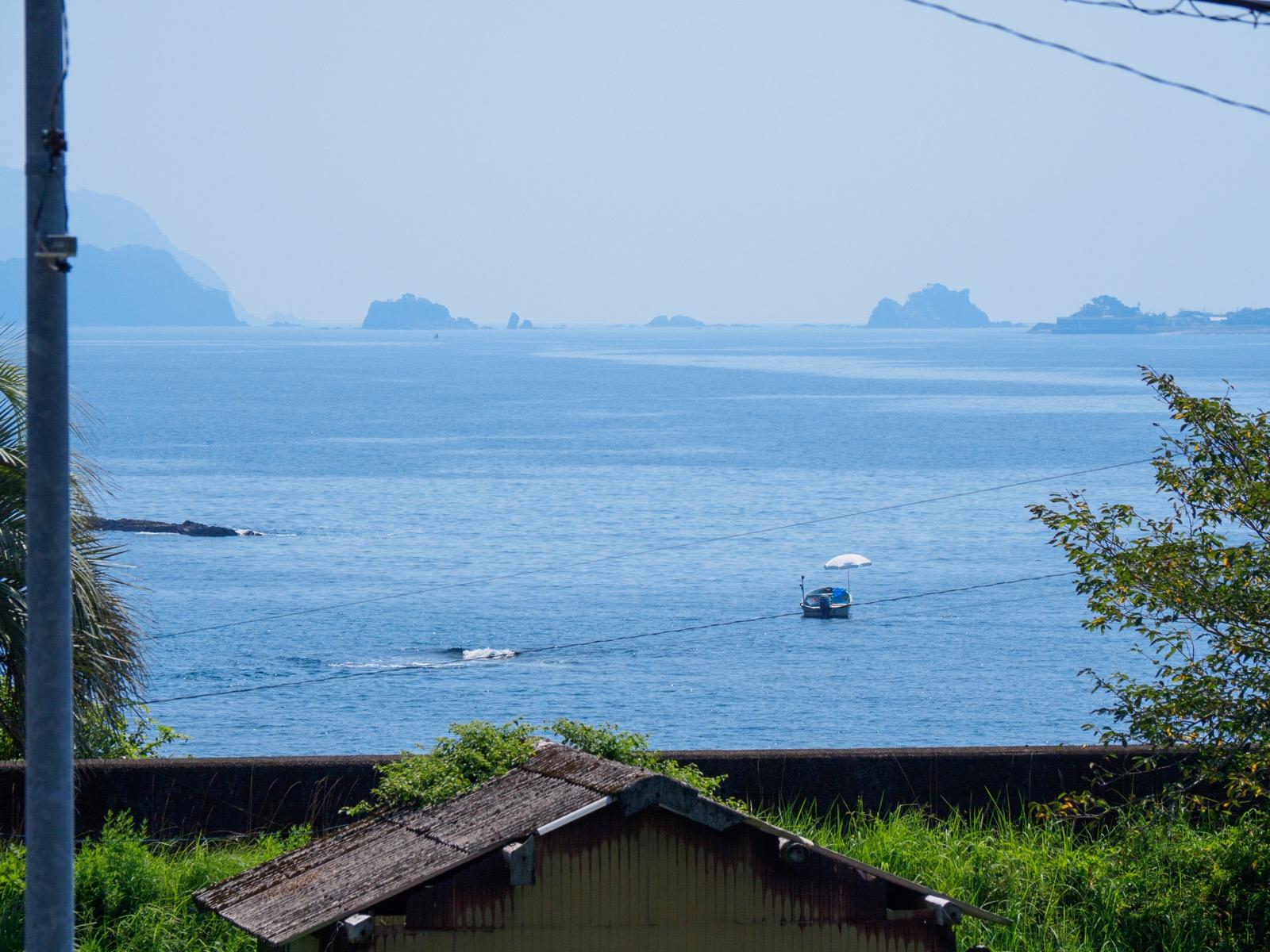 鯖瀬駅のホームから見た太平洋