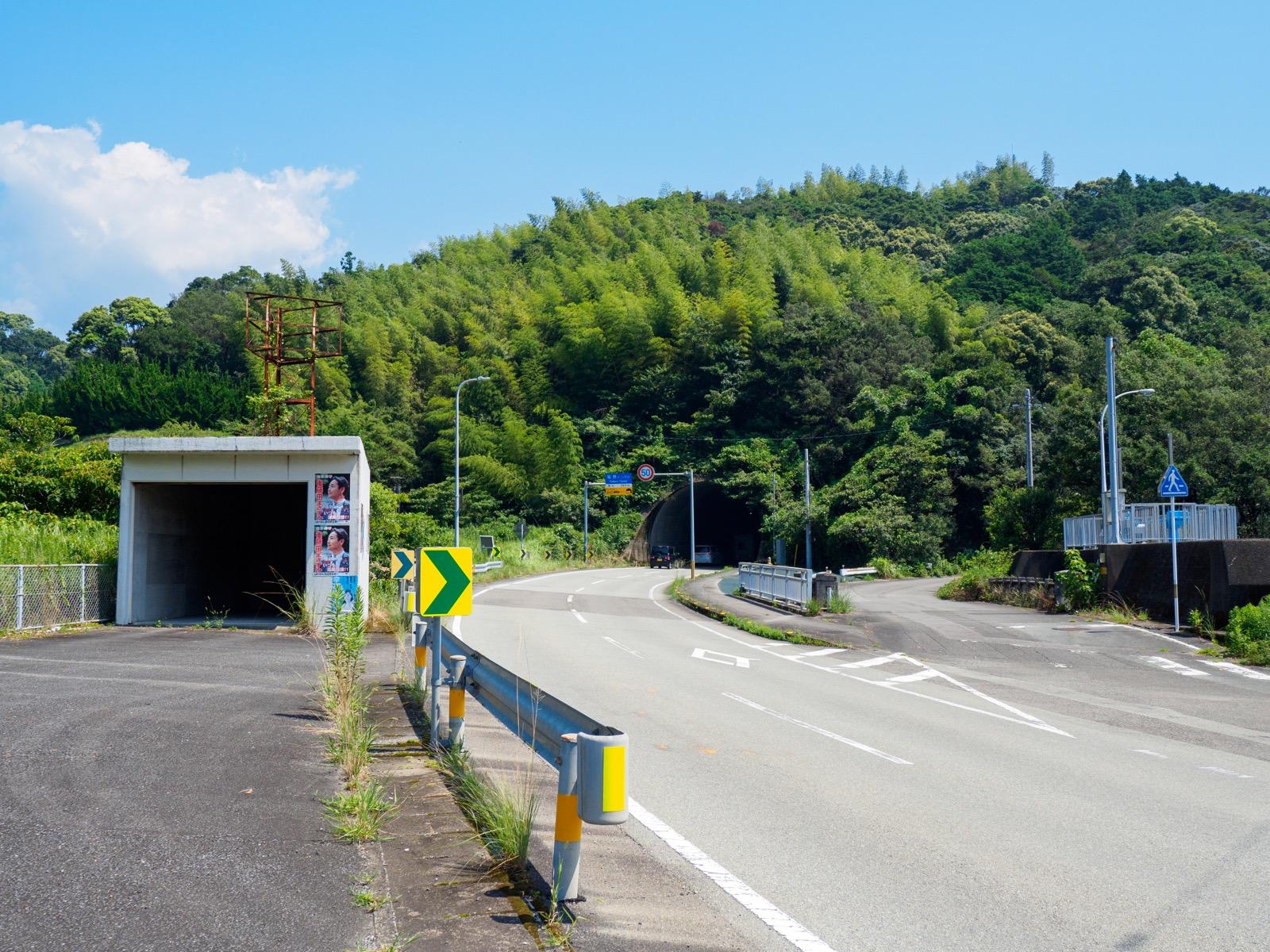 鯖瀬駅前を通る国道55号線