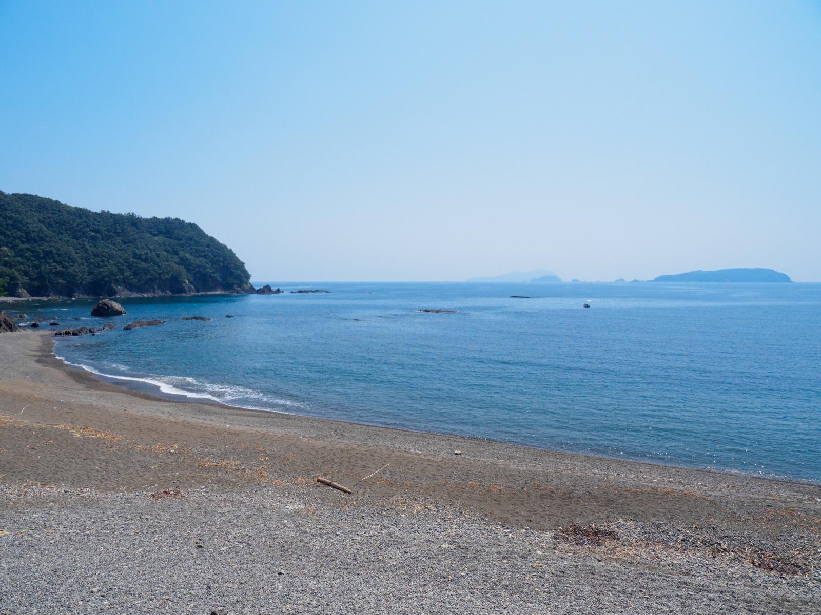鯖瀬駅そばの海岸