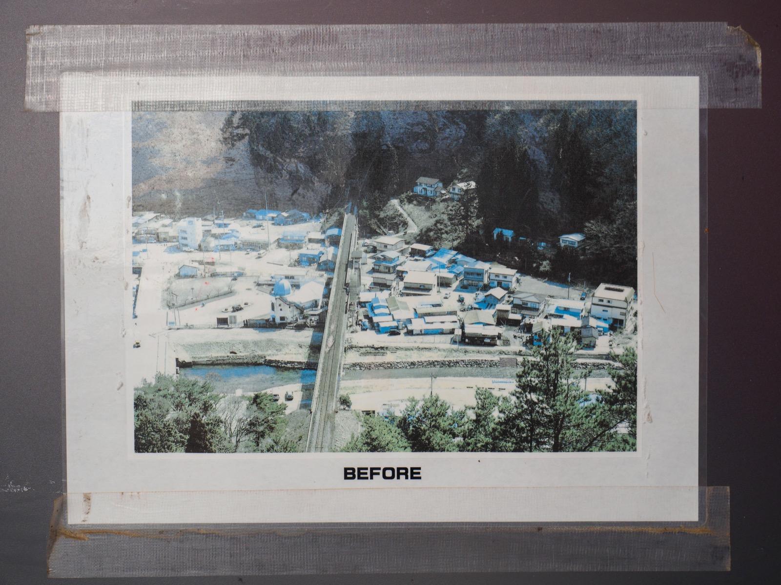 島越駅のホームに貼られた震災前の写真