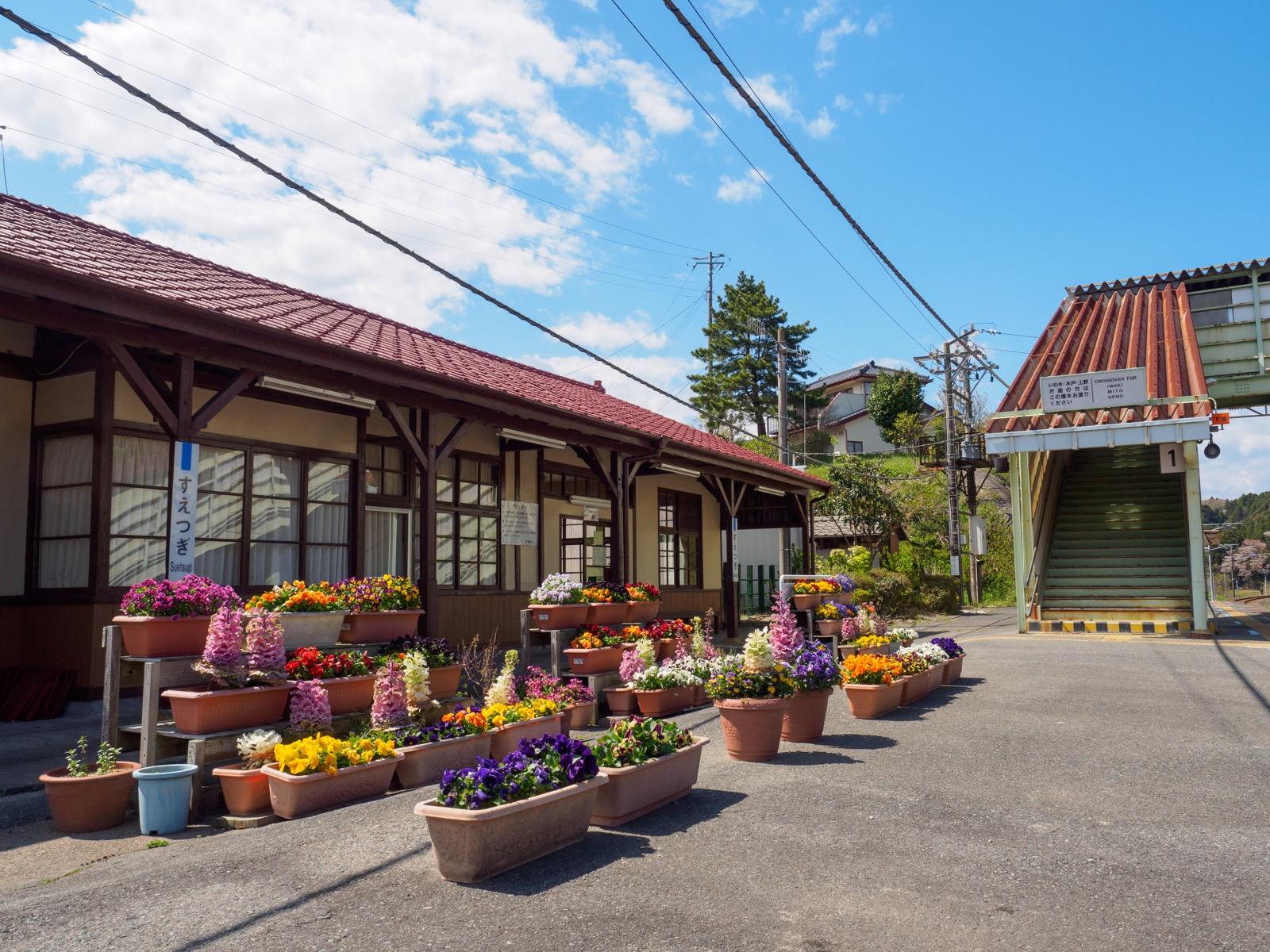 末続駅のホームから見た駅舎