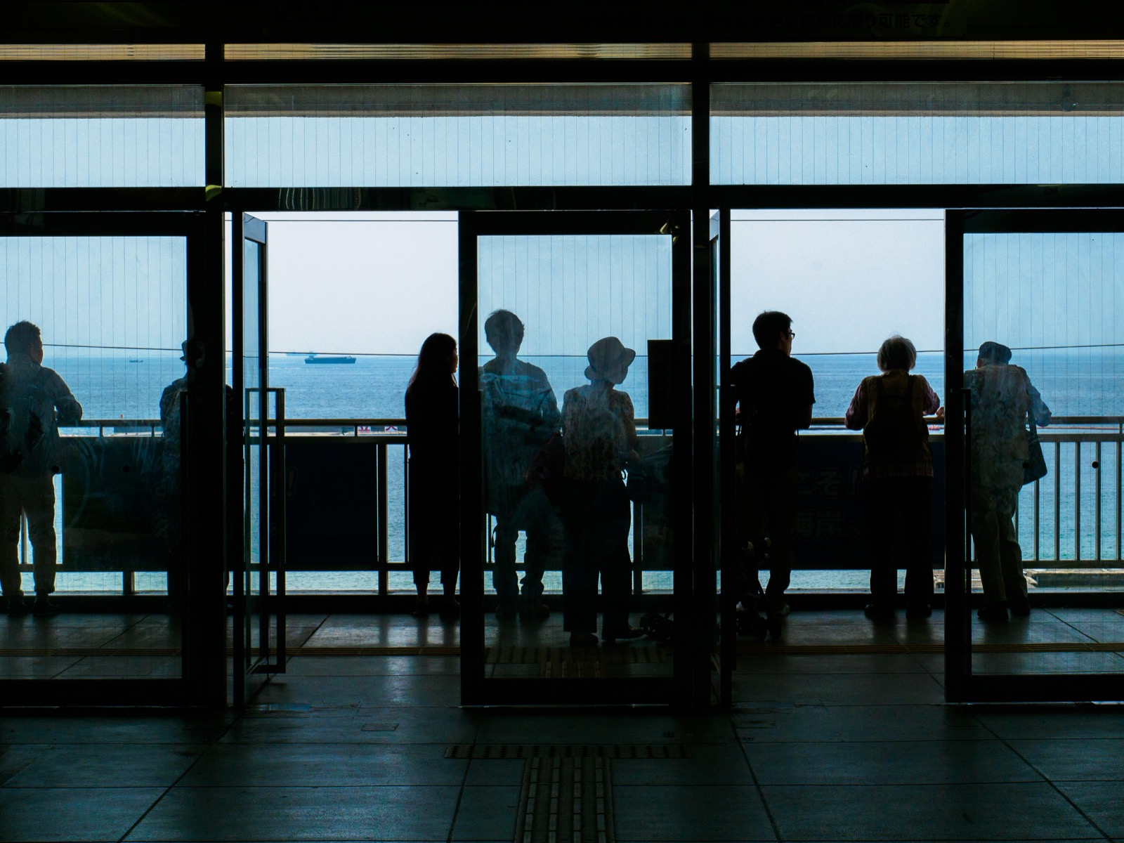 須磨駅の南口から見た大阪湾