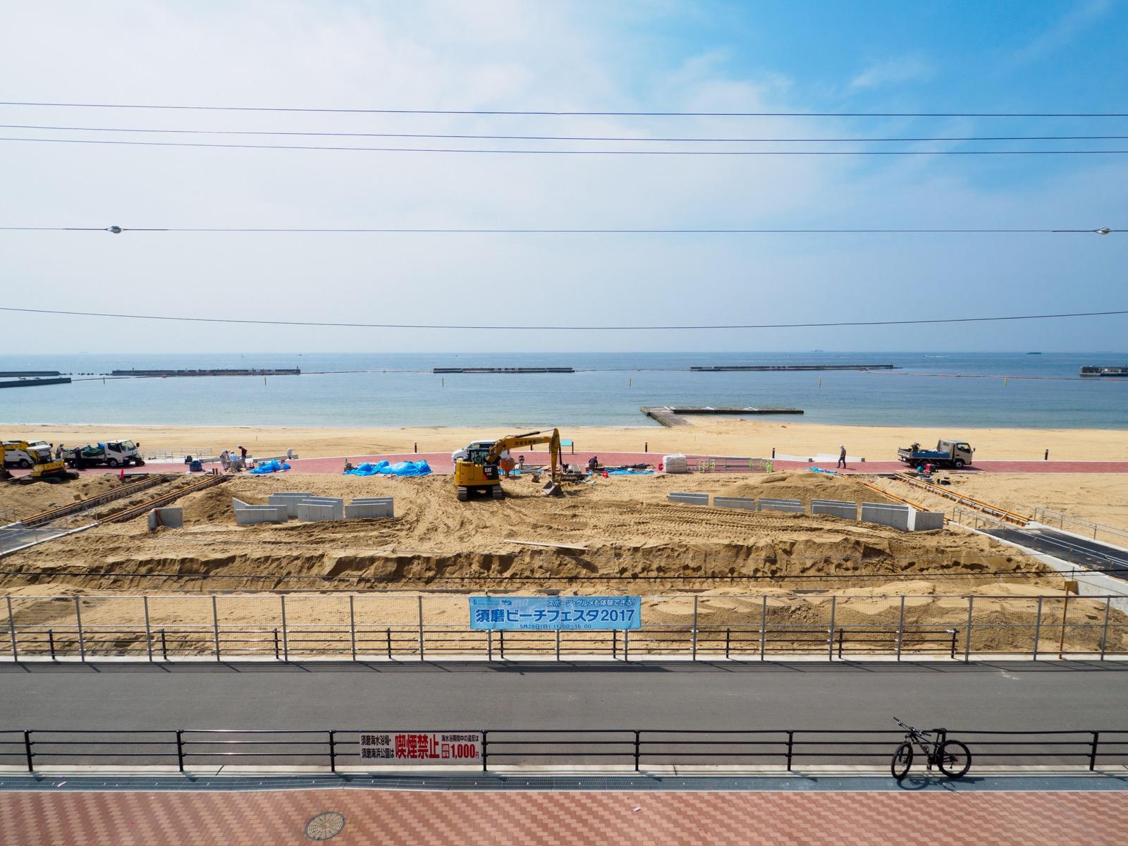 須磨駅の南口から見た須磨海水浴場