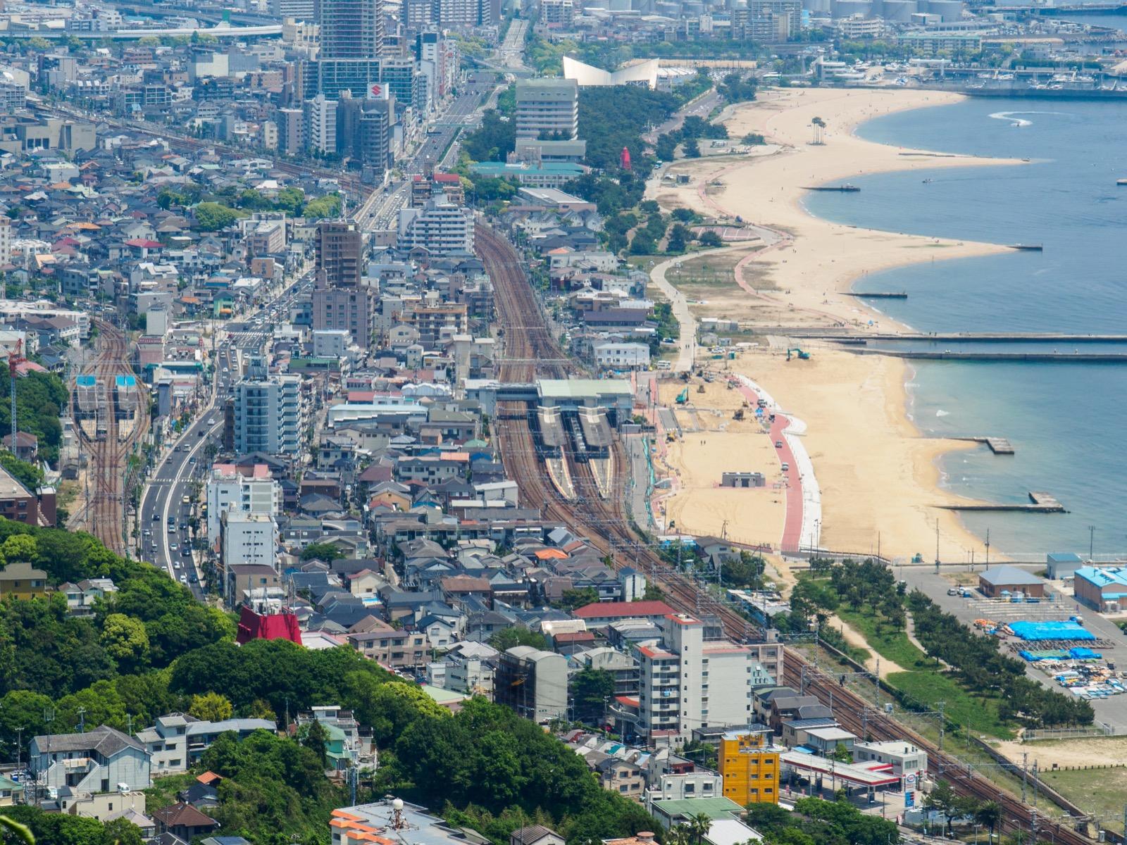 鉢伏山上から見た須磨駅と山陽須磨駅