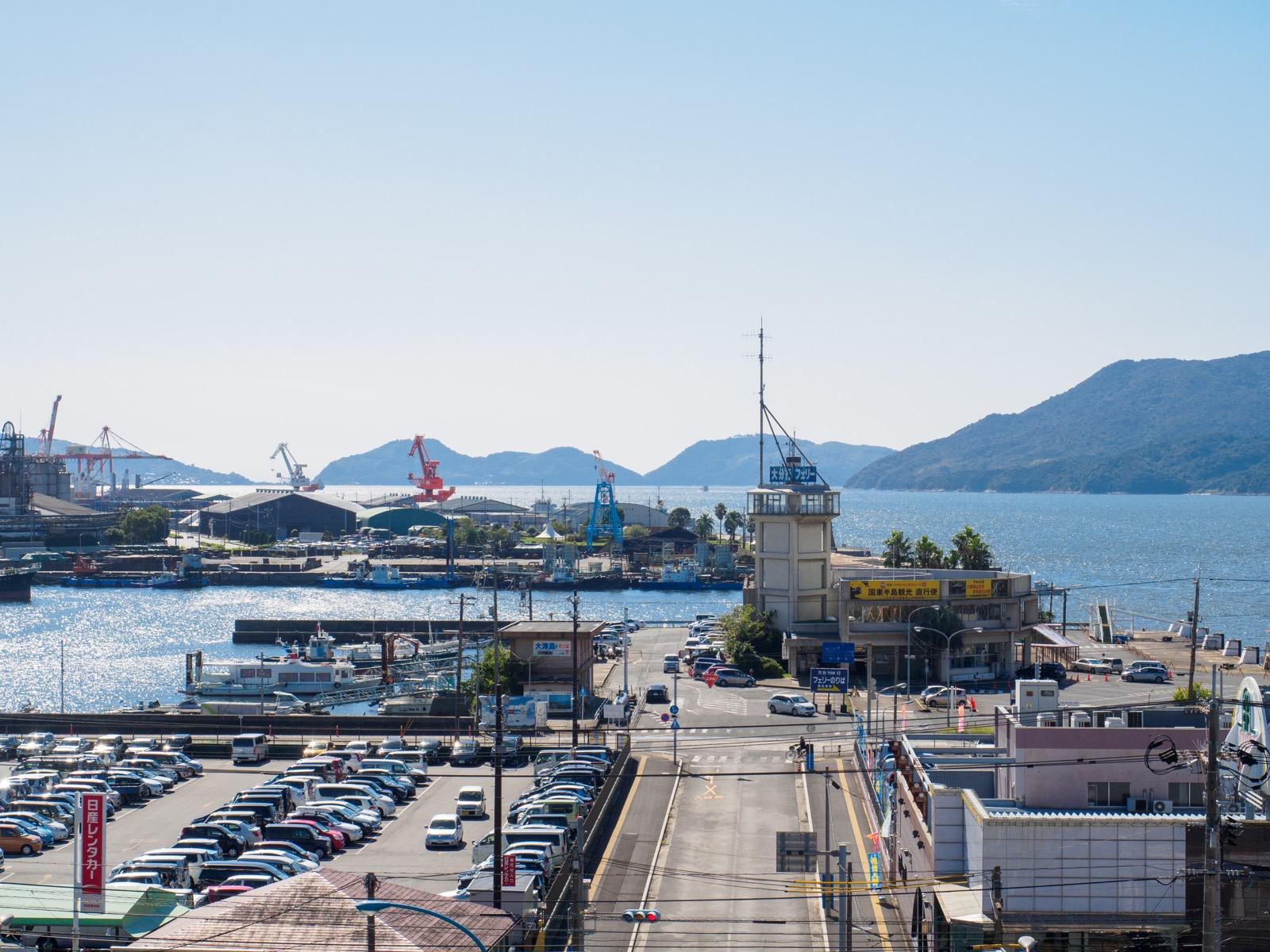 徳山駅の新幹線ホームから見た徳山下松港